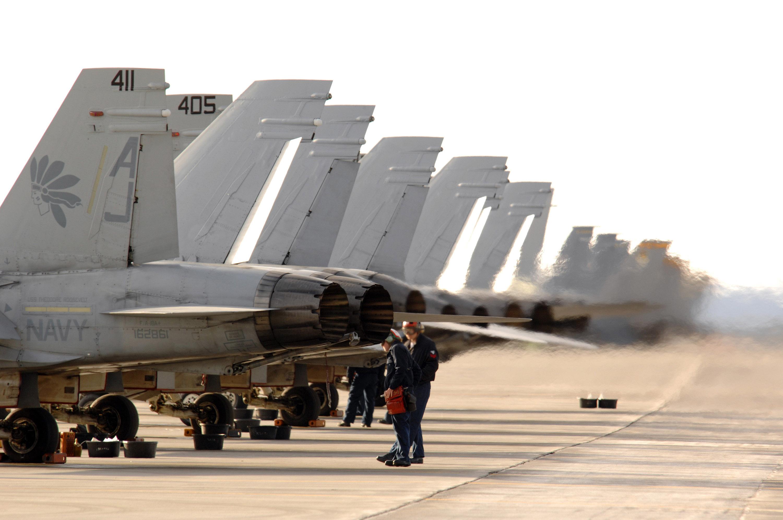 File:US Navy 070410-F-3488S-021 Navy F-A-18 aircraft