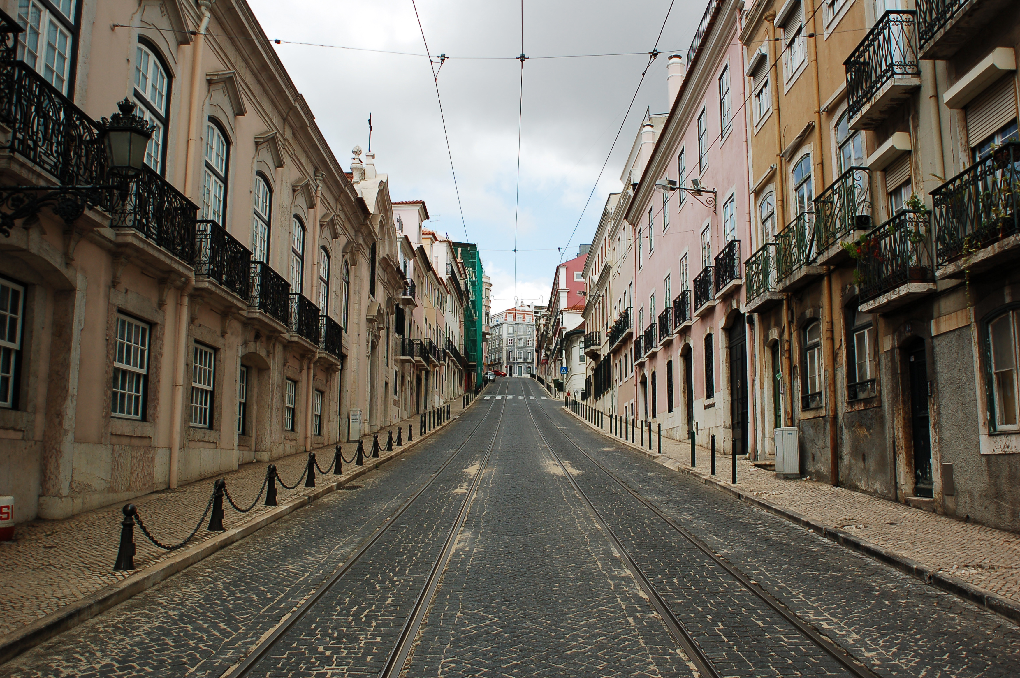file view of a street in lisbon portugal southwestern wikimedia commons. Black Bedroom Furniture Sets. Home Design Ideas