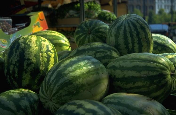 موسوعة الفواكه وفوائدها في ملف Watermelonpile.jpg