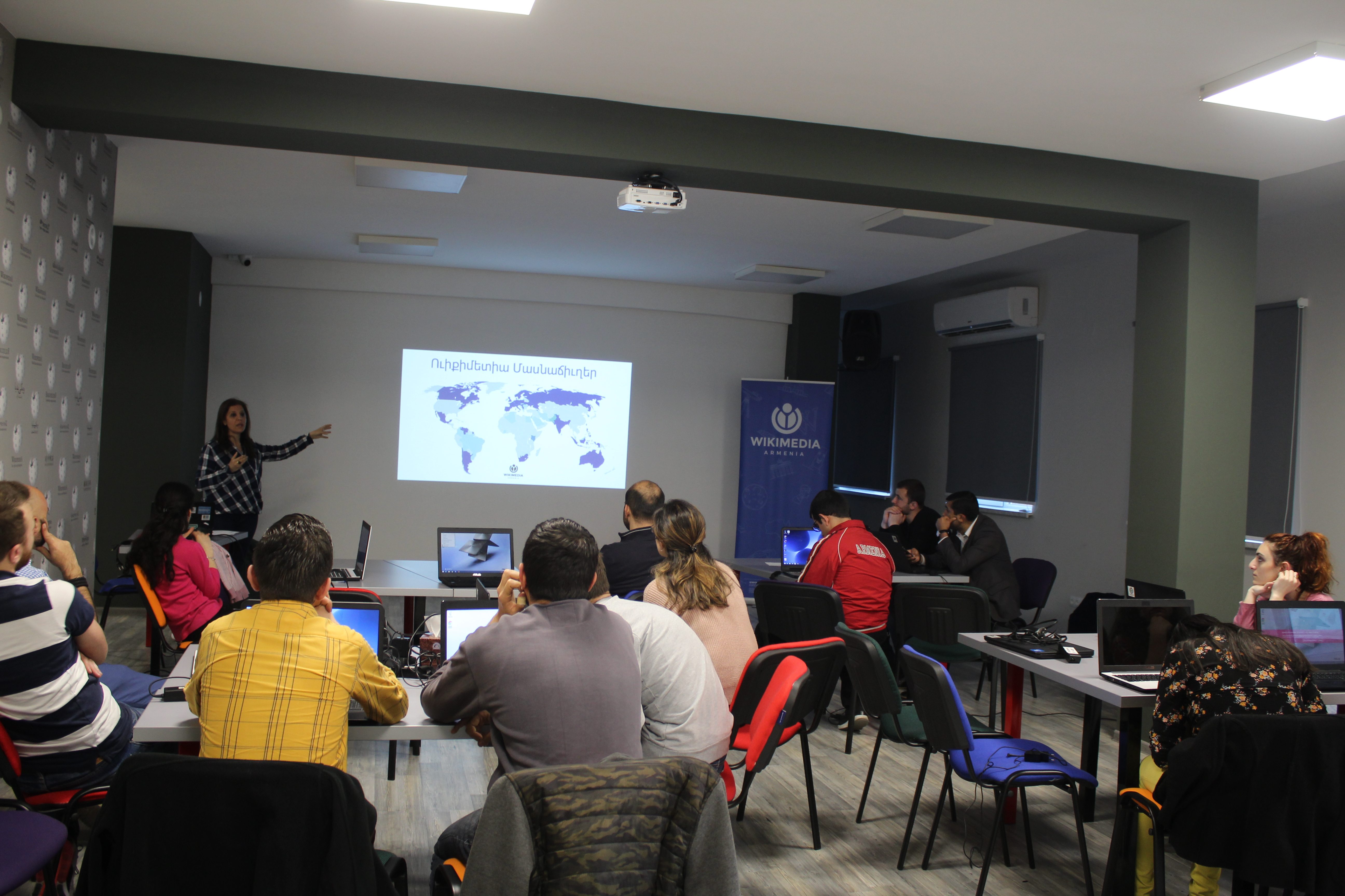 File:Workshop at Wikimedia Armenia office for Yerevan KASA