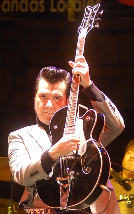 Álvaro Henríquez en un concierto en Maipú (2010).