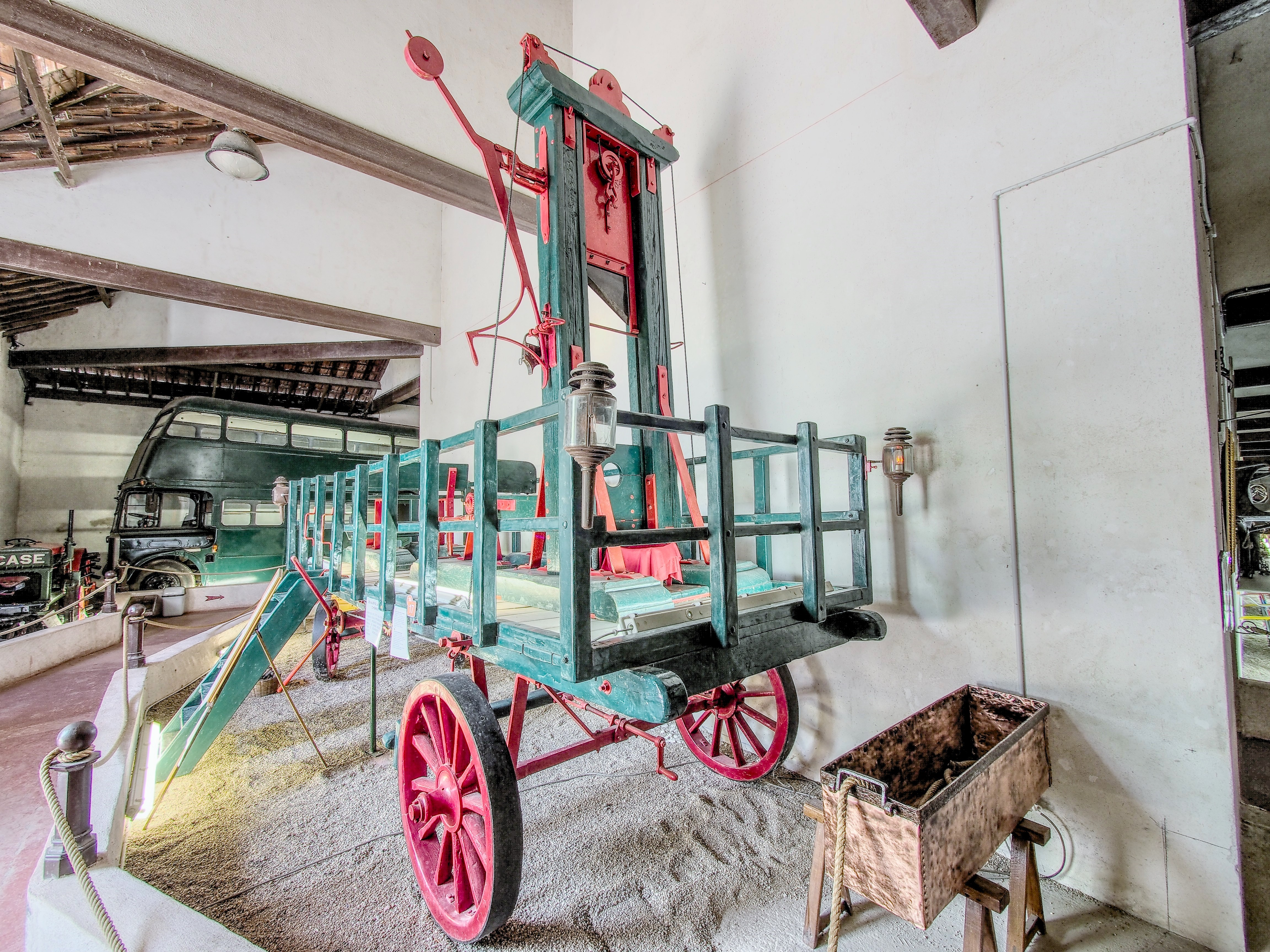 File:1794 guillotine mobile, Musée Maurice Dufresne photo 5.jpg ...