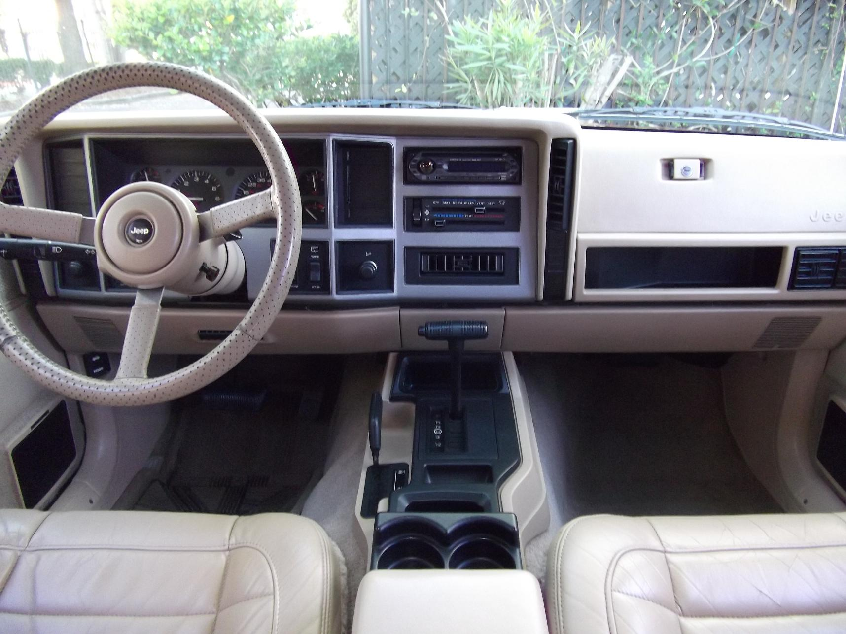 Jeep cherokee xj military wiki fandom powered by wikia 1993 jeep grand cherokee interior