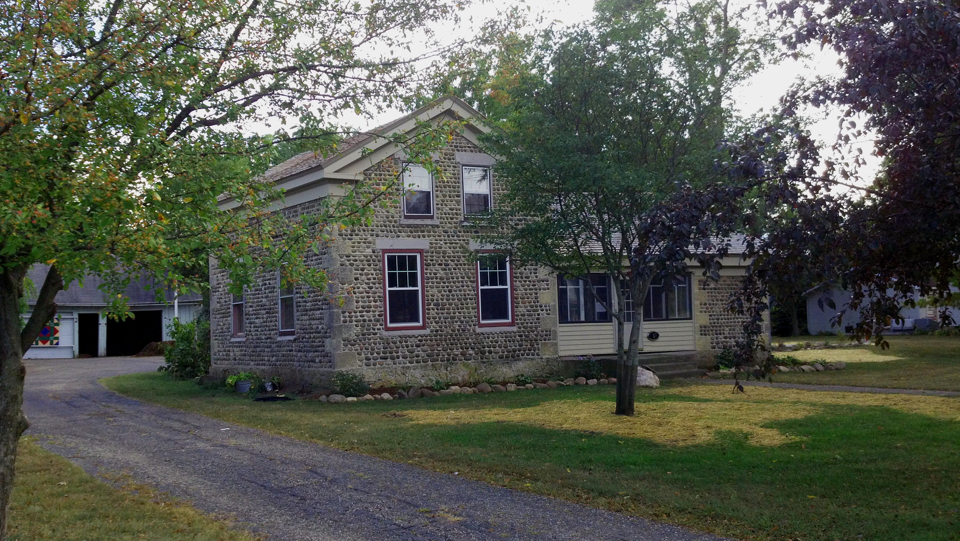 Richardson brinkman cobblestone house for Cobblestone house
