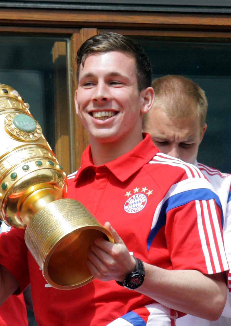 The 23-year old son of father (?) and mother(?) Pierre-Emile Hojbjerg in 2018 photo. Pierre-Emile Hojbjerg earned a  million dollar salary - leaving the net worth at 10 million in 2018