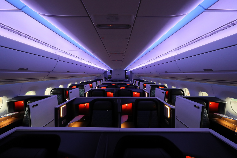 File:A350- Interior - Delta One suite (36828144463) jpg