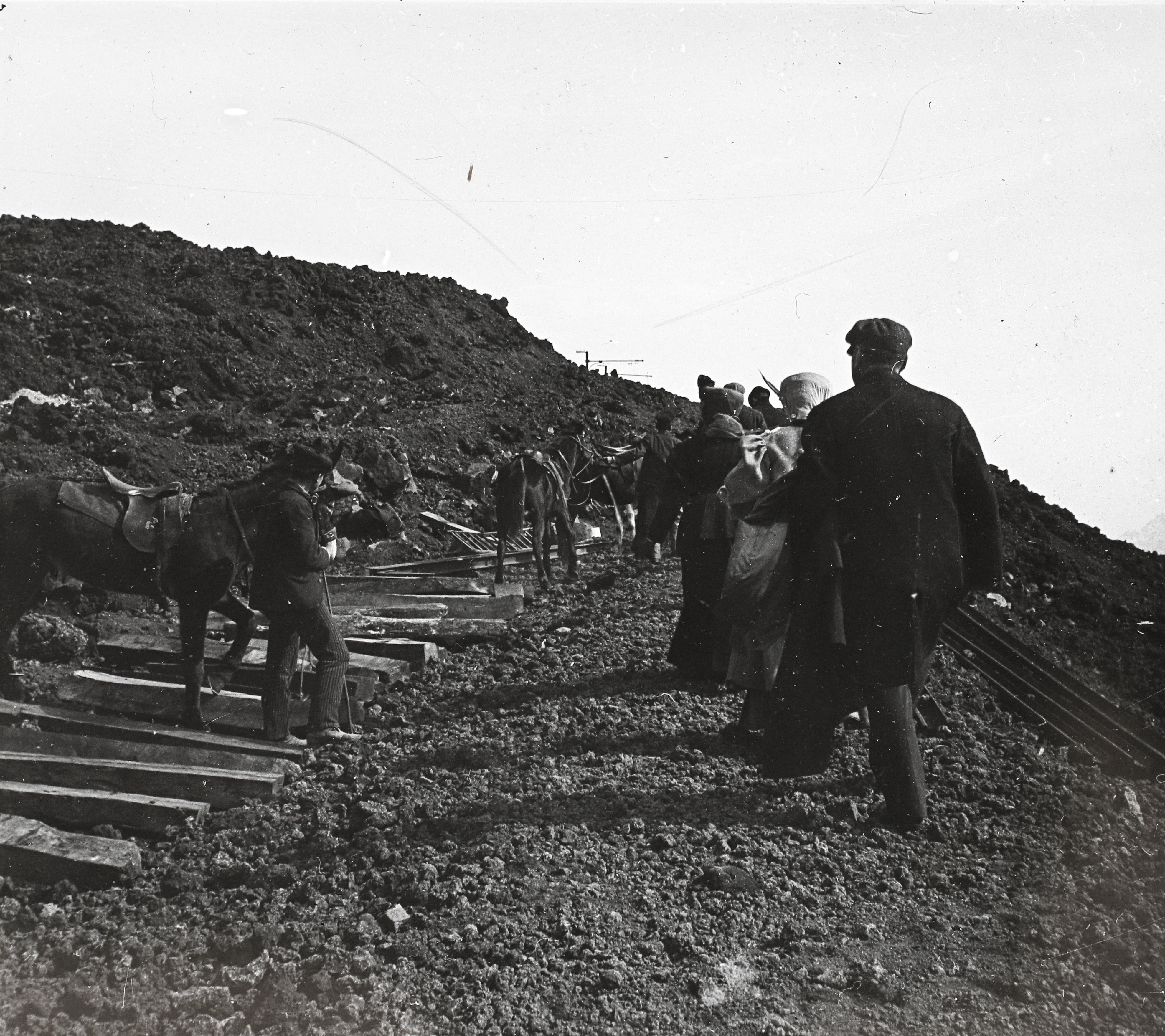 FileA Vezuvra Vezet Funiculare Megsemmislt Sinplyja Az 1906 Prilis 9 I Vulknkitrs