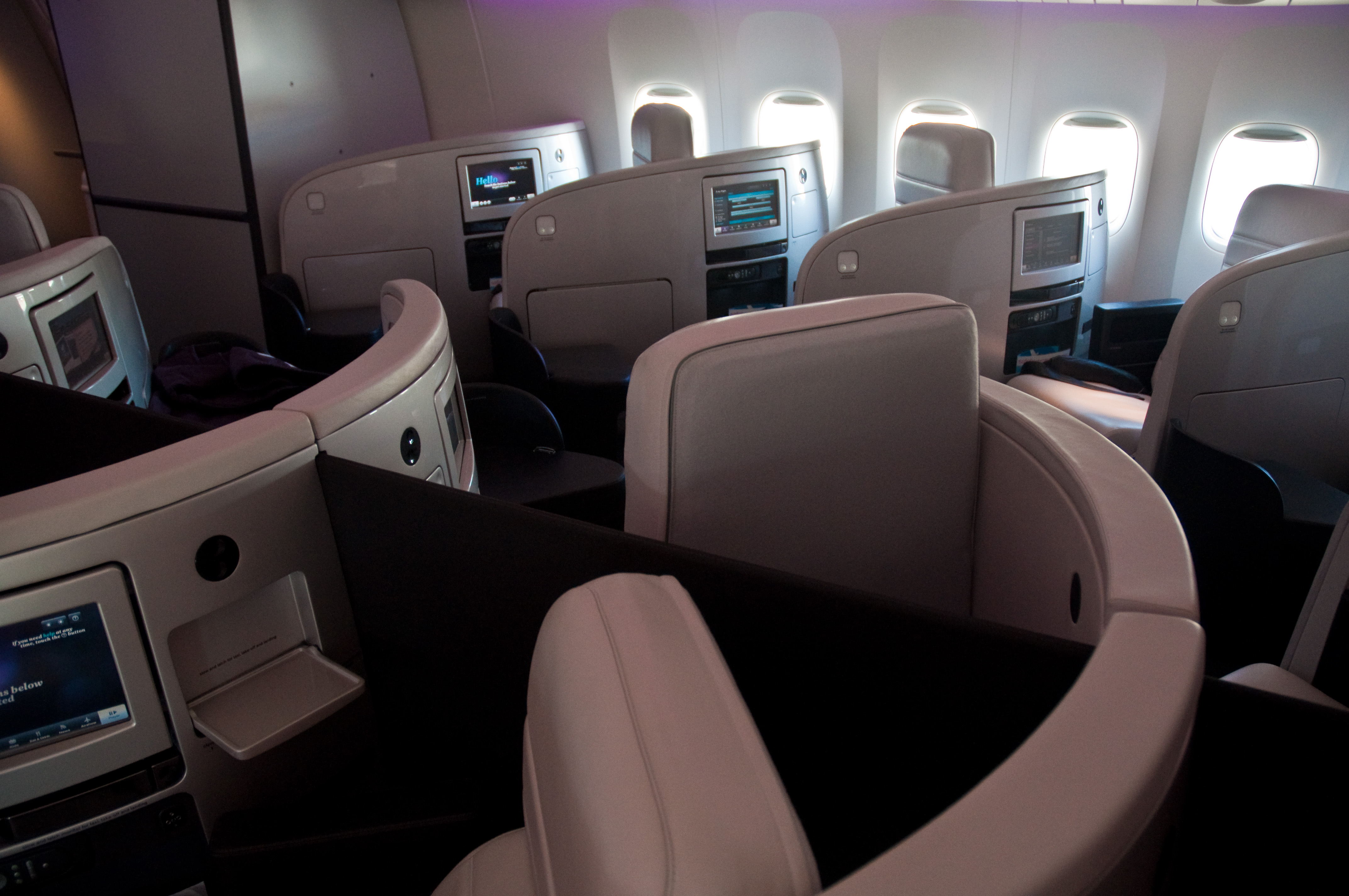 Hobbit airplane safety video for Interieur 777