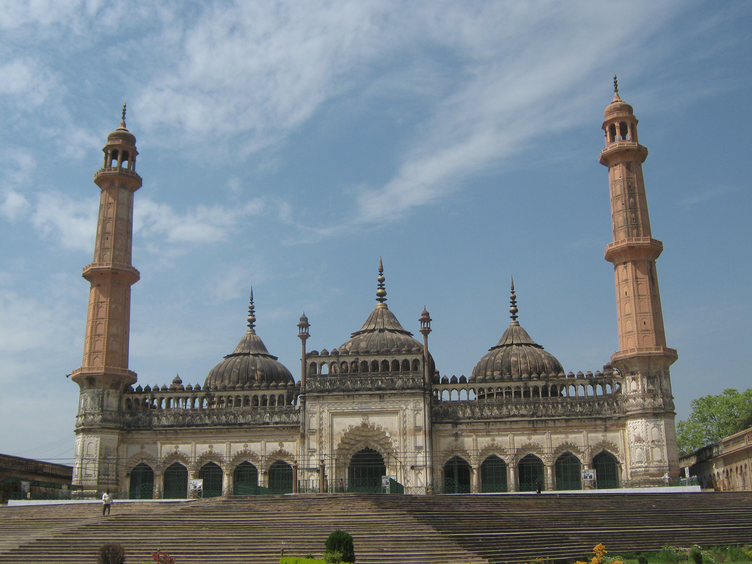 bara imambara Bara imambara 1 bara imambara, lucknow bara imambara is a monument in lucknow where the shia muslims perform mourning ceremony during the month of muharram.