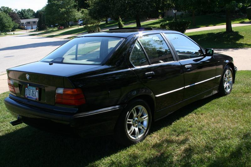 File:BMW 318i.jpg - Wikimedia Commons: http://commons.wikimedia.org/wiki/File:BMW_318i.jpg