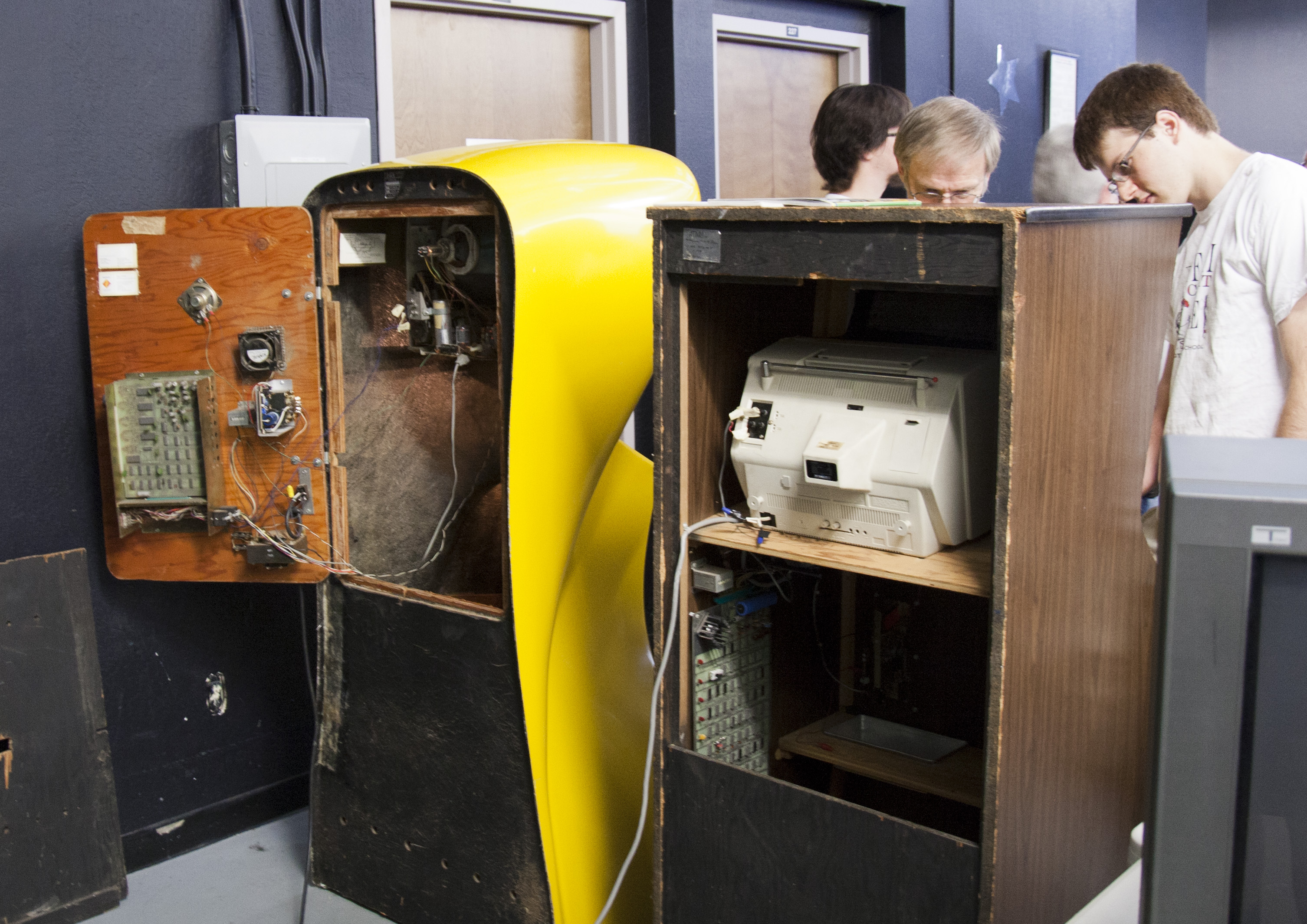 File:Back of the arcade cabinets Pong and Computer Space.jpg ...