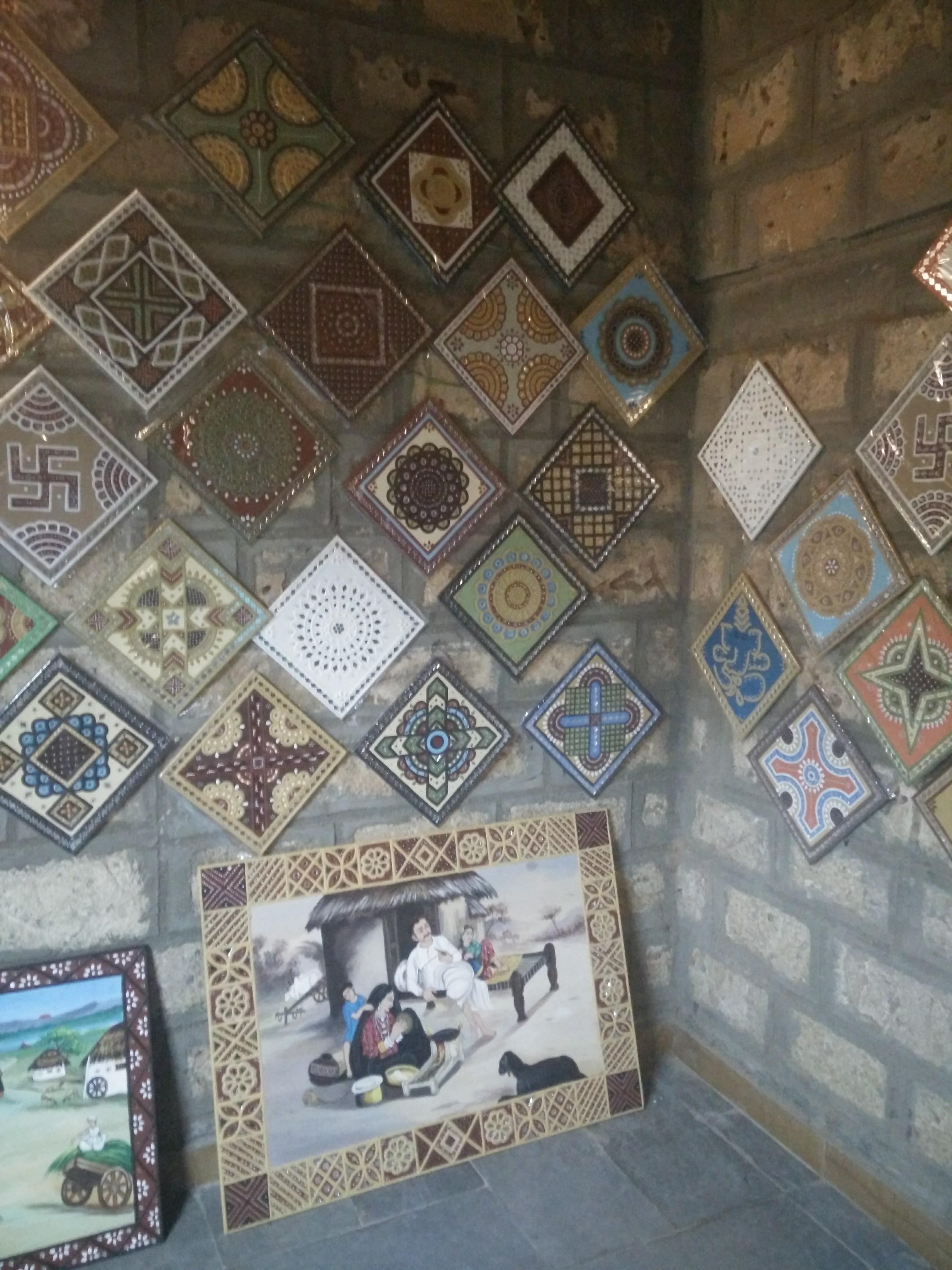 File Bhujodi Handicraft Items Jpg Wikimedia Commons