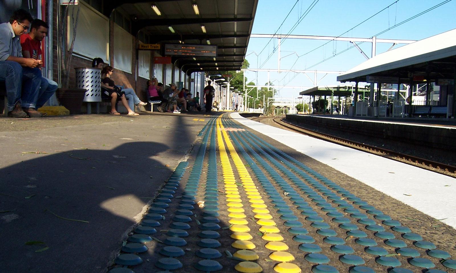 File:Burwood station platform.jpg - Wikimedia Commons