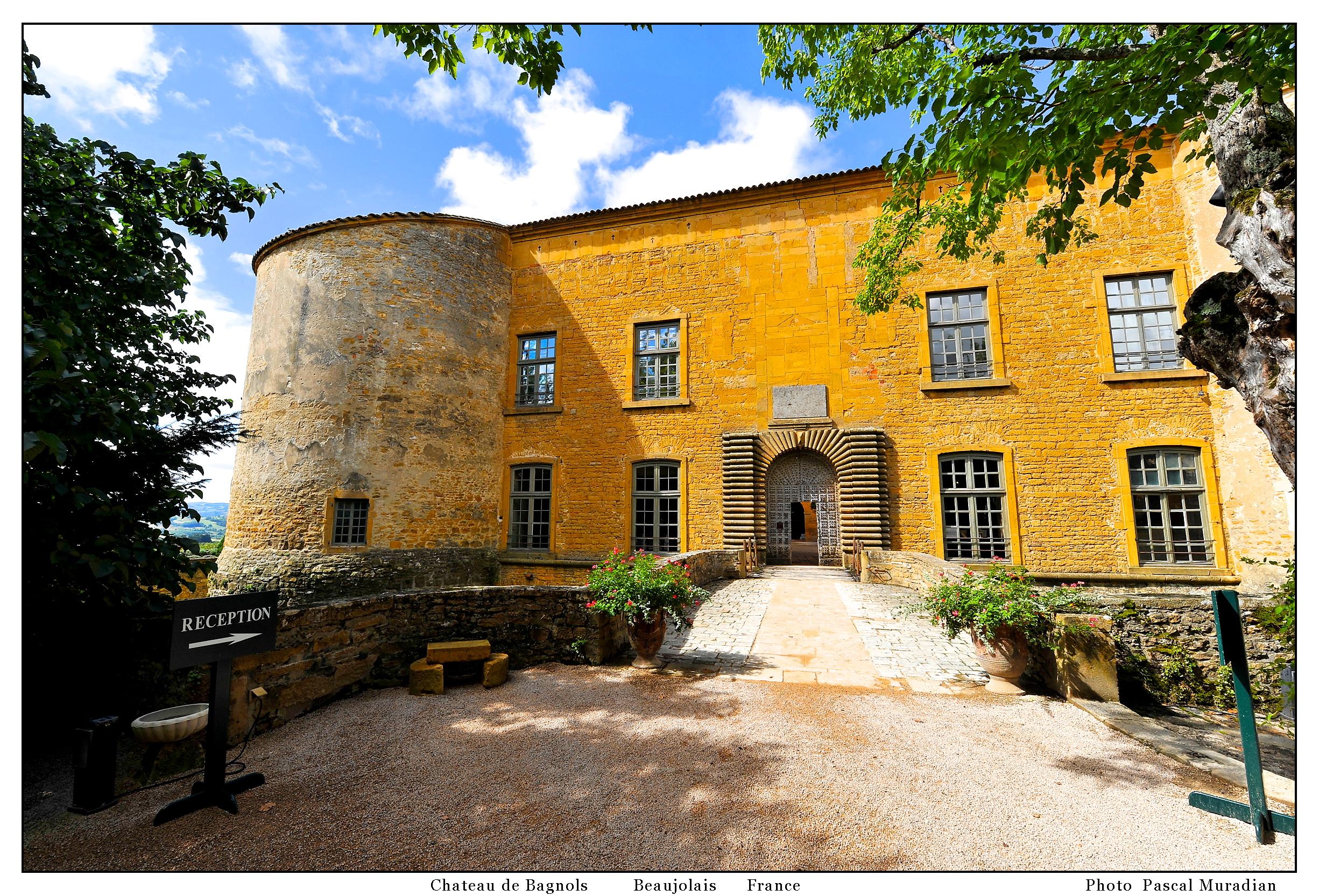 file chateau de bagnols en beaujolais entr wikimedia commons. Black Bedroom Furniture Sets. Home Design Ideas