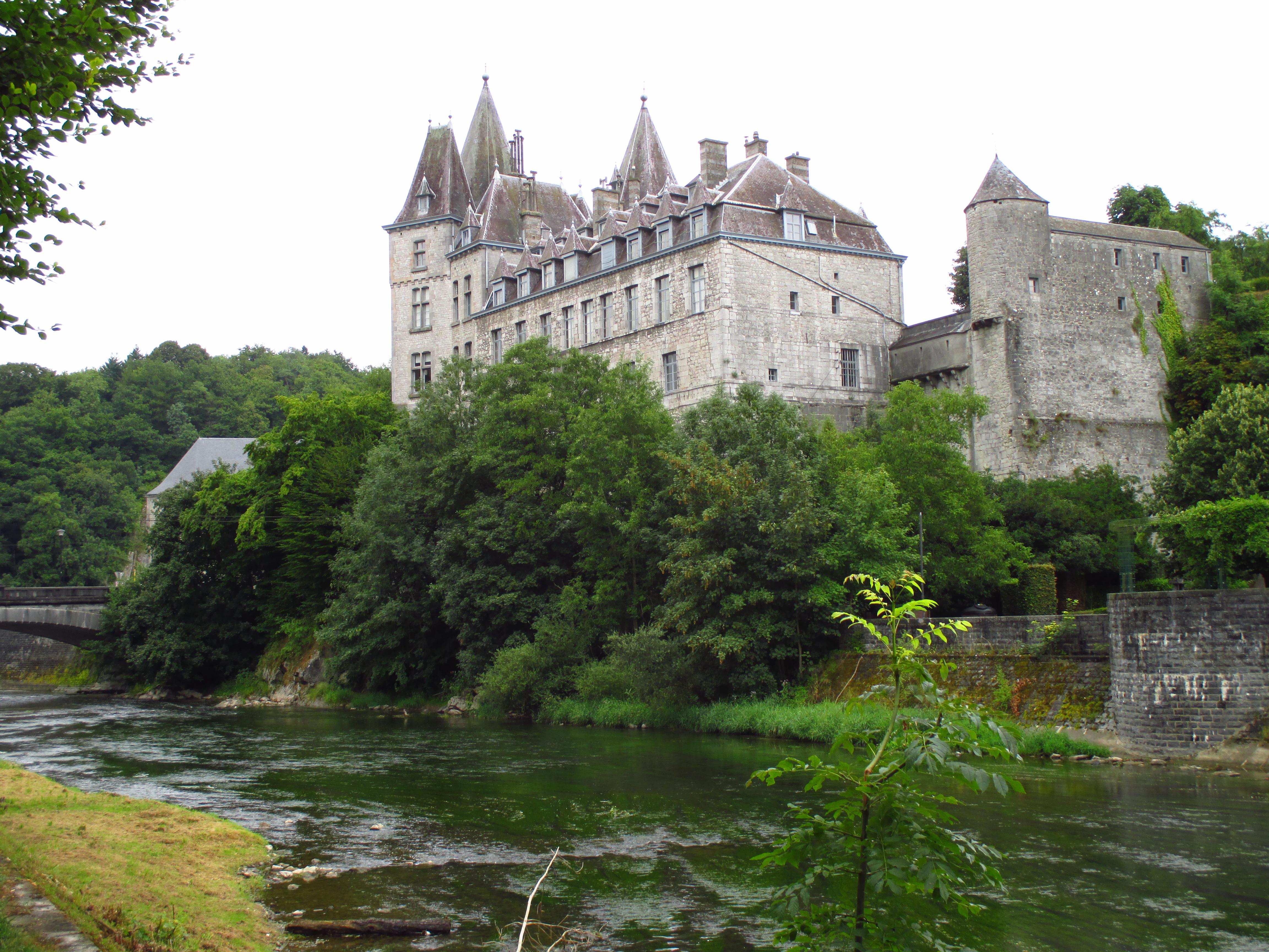 File:Durbuy castle.JPG - Wikimedia Commons: commons.wikimedia.org/wiki/File:Durbuy_castle.JPG
