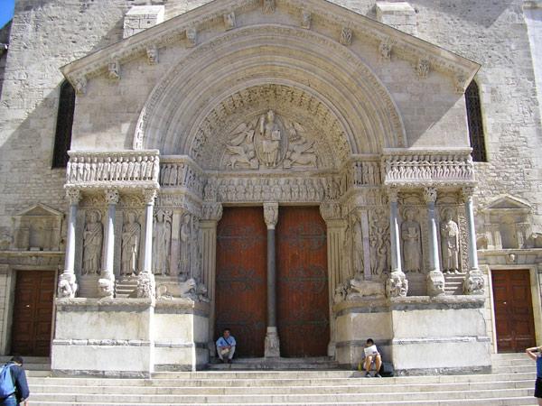 ファイル:Eglise Saint Trophime01.jpg