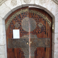 Entrance to Eliahu Hanavi Synagogue from Bet El Street 02.png