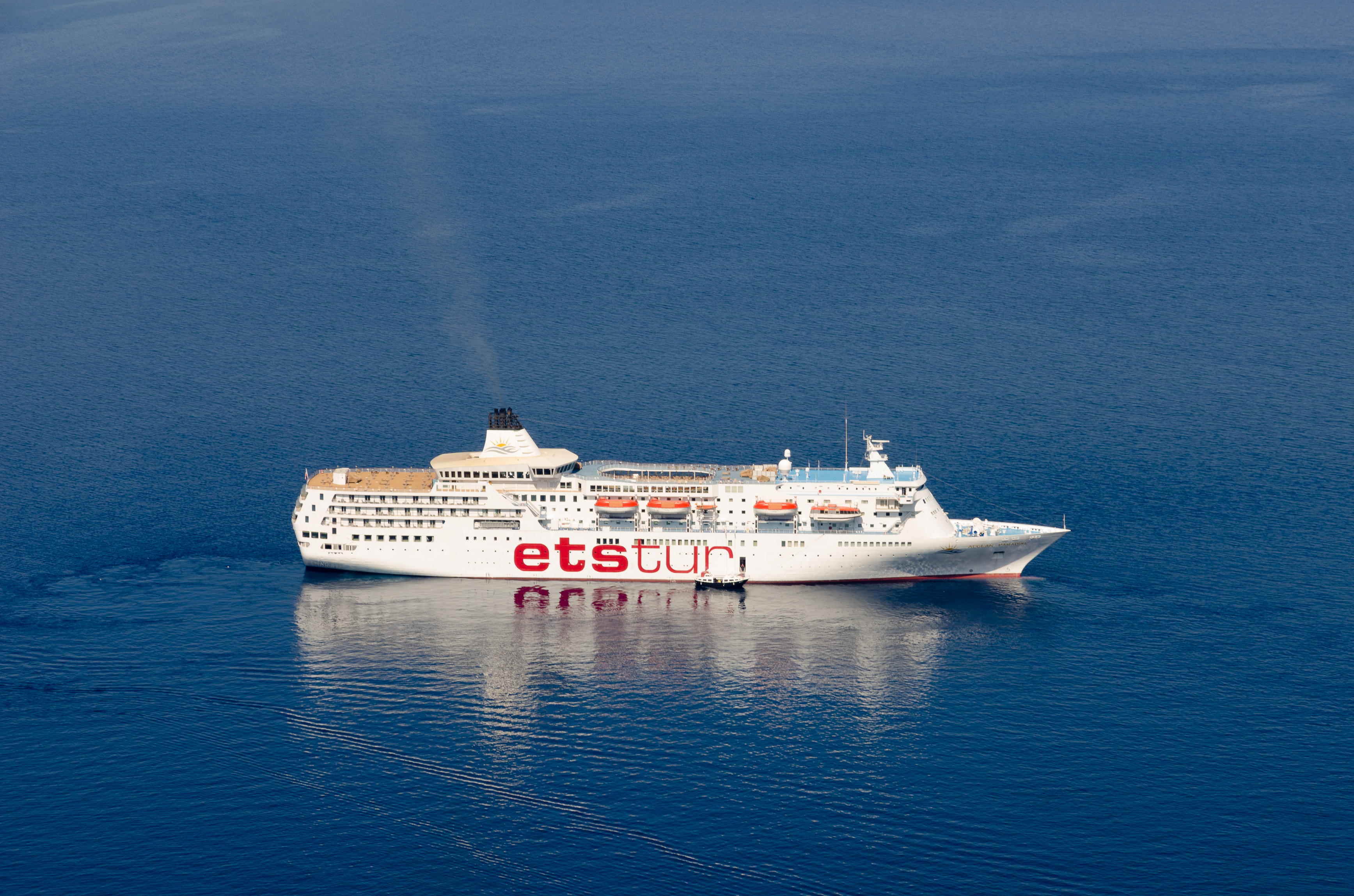 FileEstur Cruise Ship  Caldera  Santorini  Greecejpg