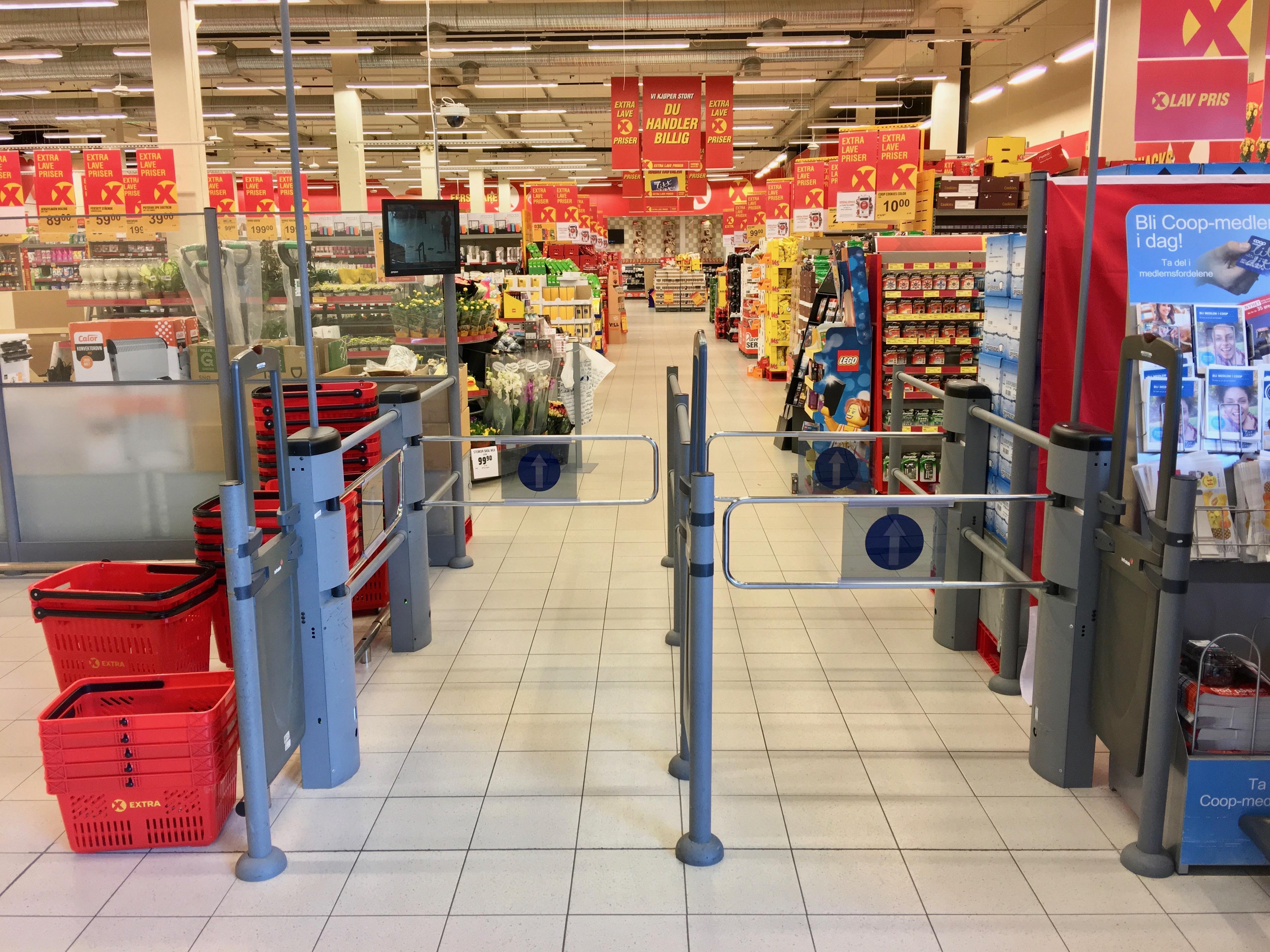 File:Extra Coop Supermarket, Amfi Shopping Mall, Osøyro