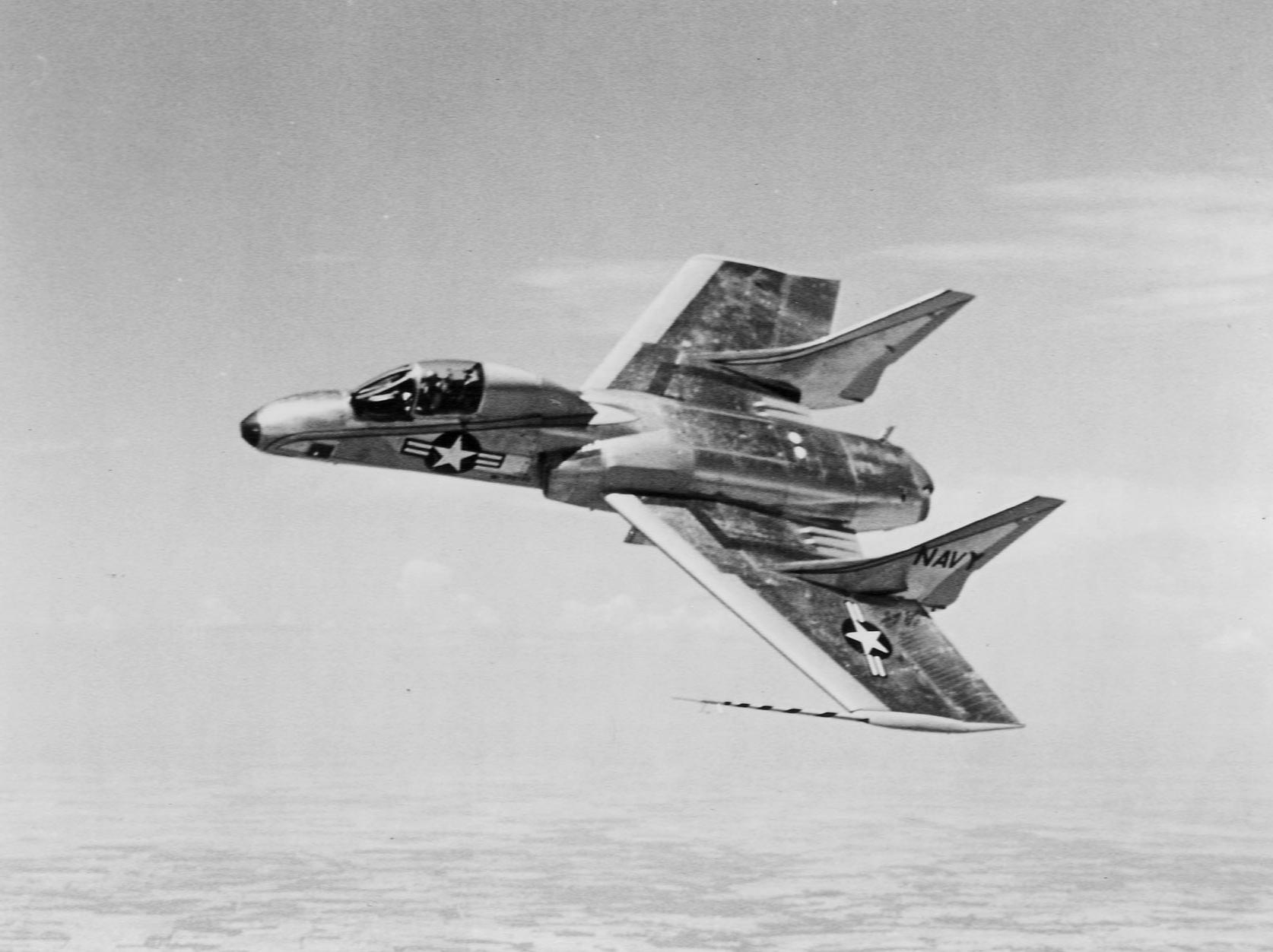 50 >> File:F7U-3P Cutlass in flight c1955.jpg - Wikimedia Commons