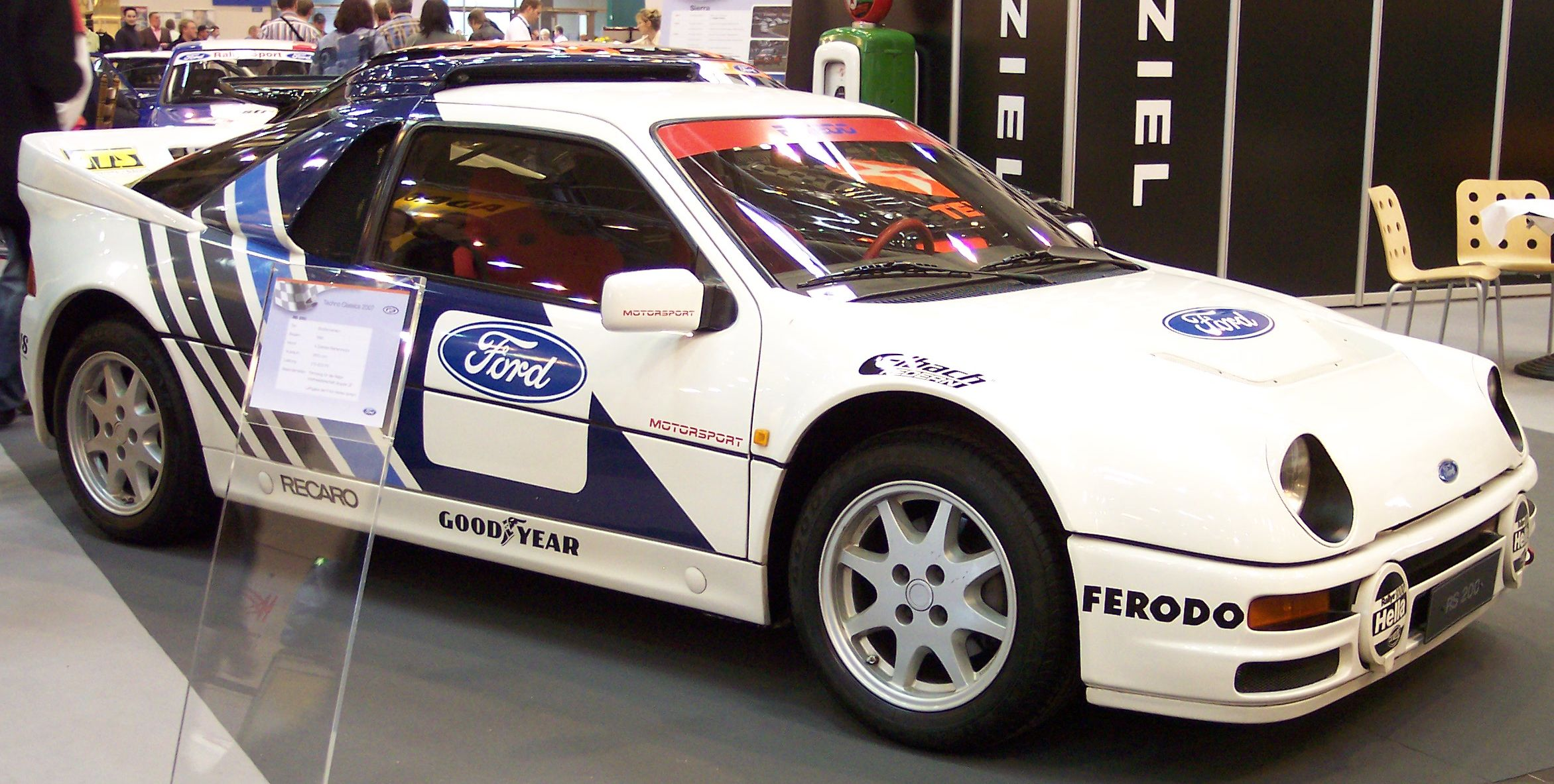 Ford_RS200​_white_vr_​TCE