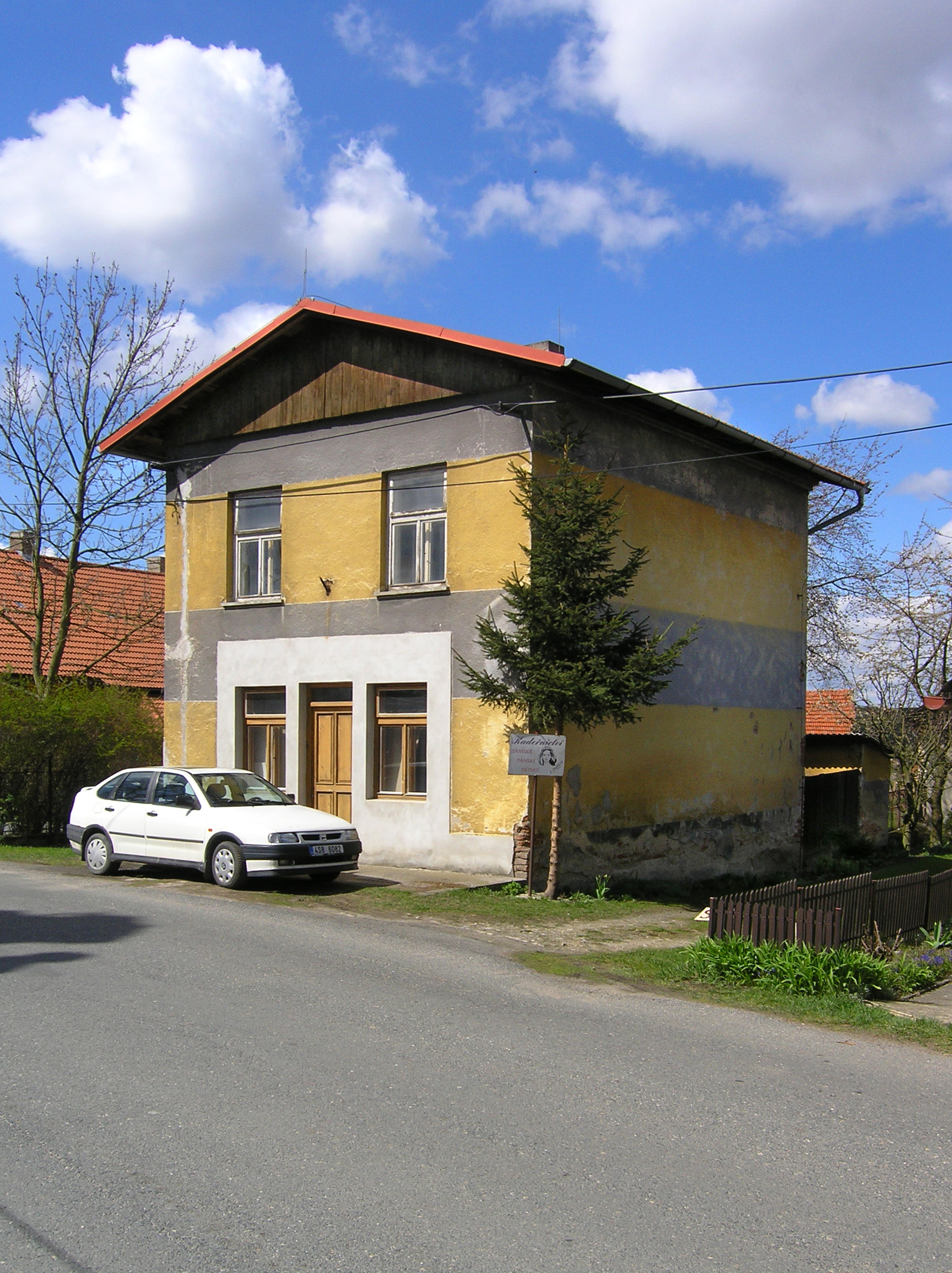 File horn kruty small wikimedia commons for Picture of house
