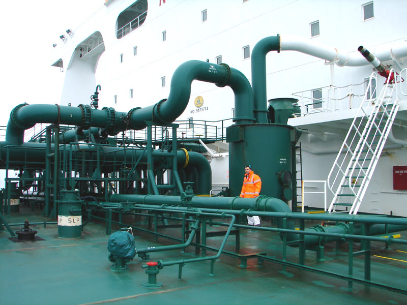 File:Inert gas pipe on an oil tanker.jpg - Wikimedia Commons