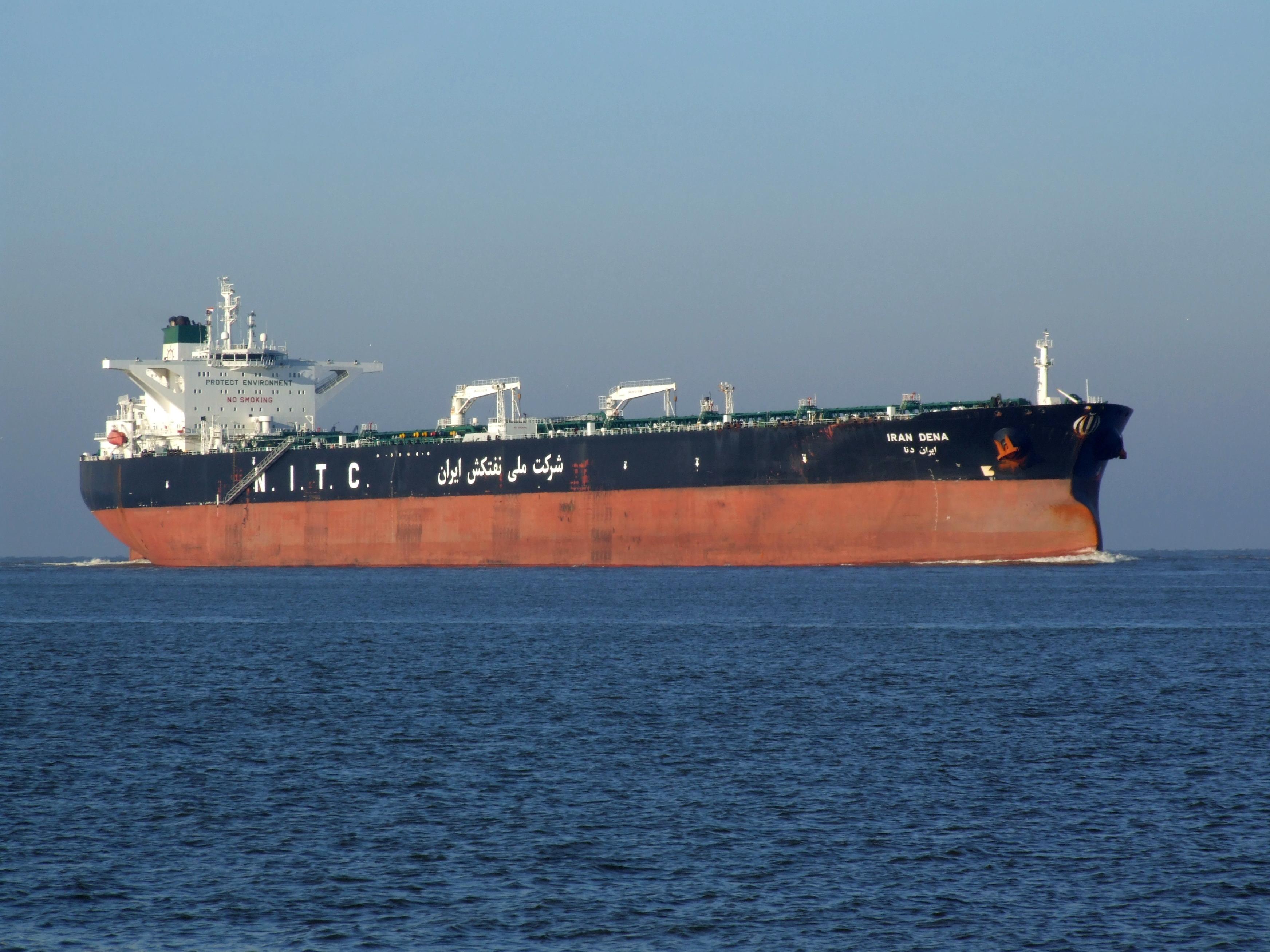 Иран доставил в Венесуэлу оборудование для производства бензина