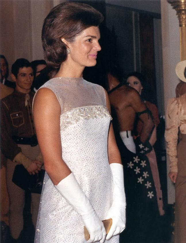 T p tin jacqueline kennedy after state dinner 22 may 1962 for Jackie o house vaucluse