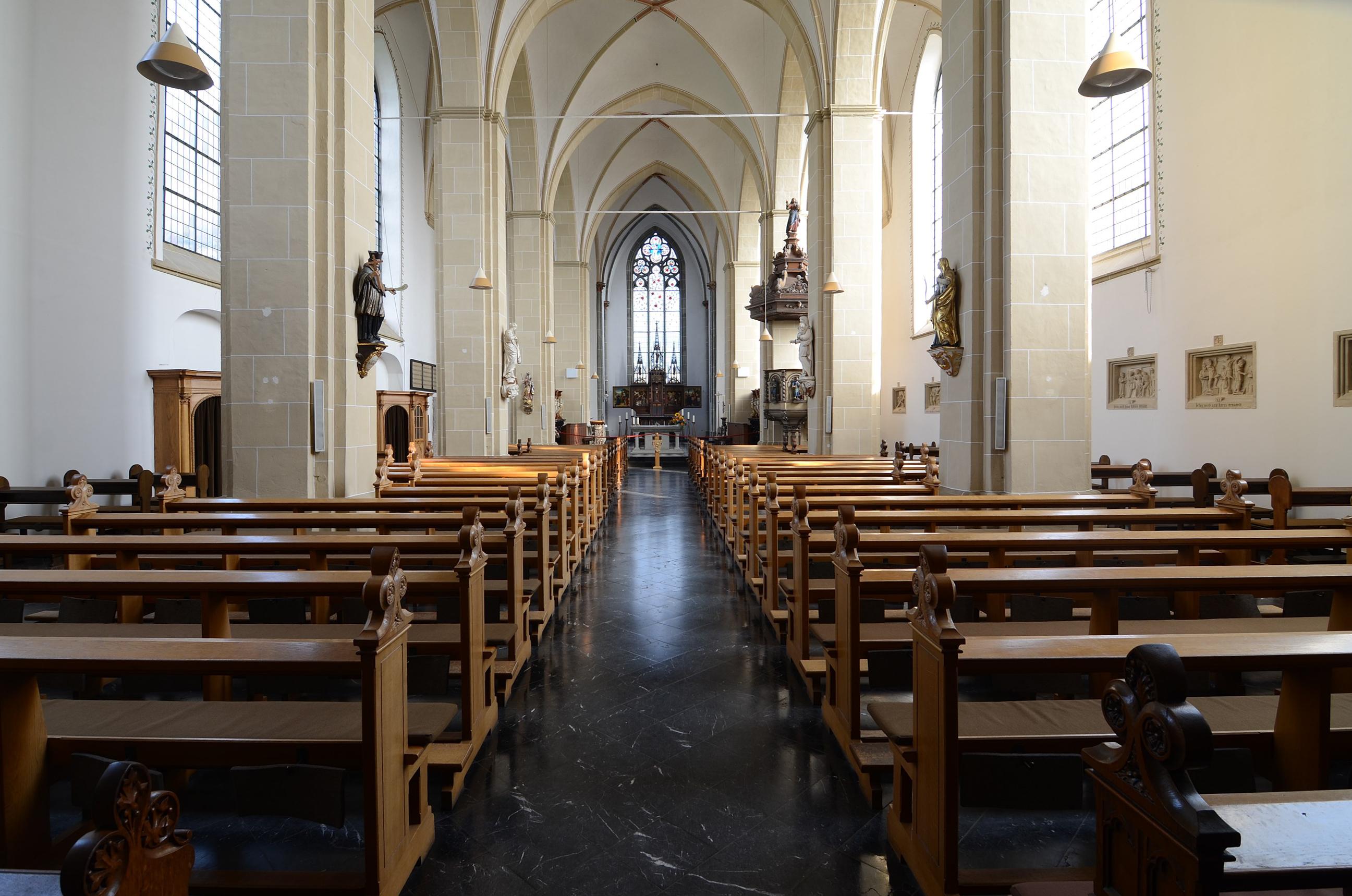 https://upload.wikimedia.org/wikipedia/commons/c/c8/Kamp-Lintfort%2C_Kloster_Kamp%2C_Abteikirche%2C_2014-09_CN-01.jpg