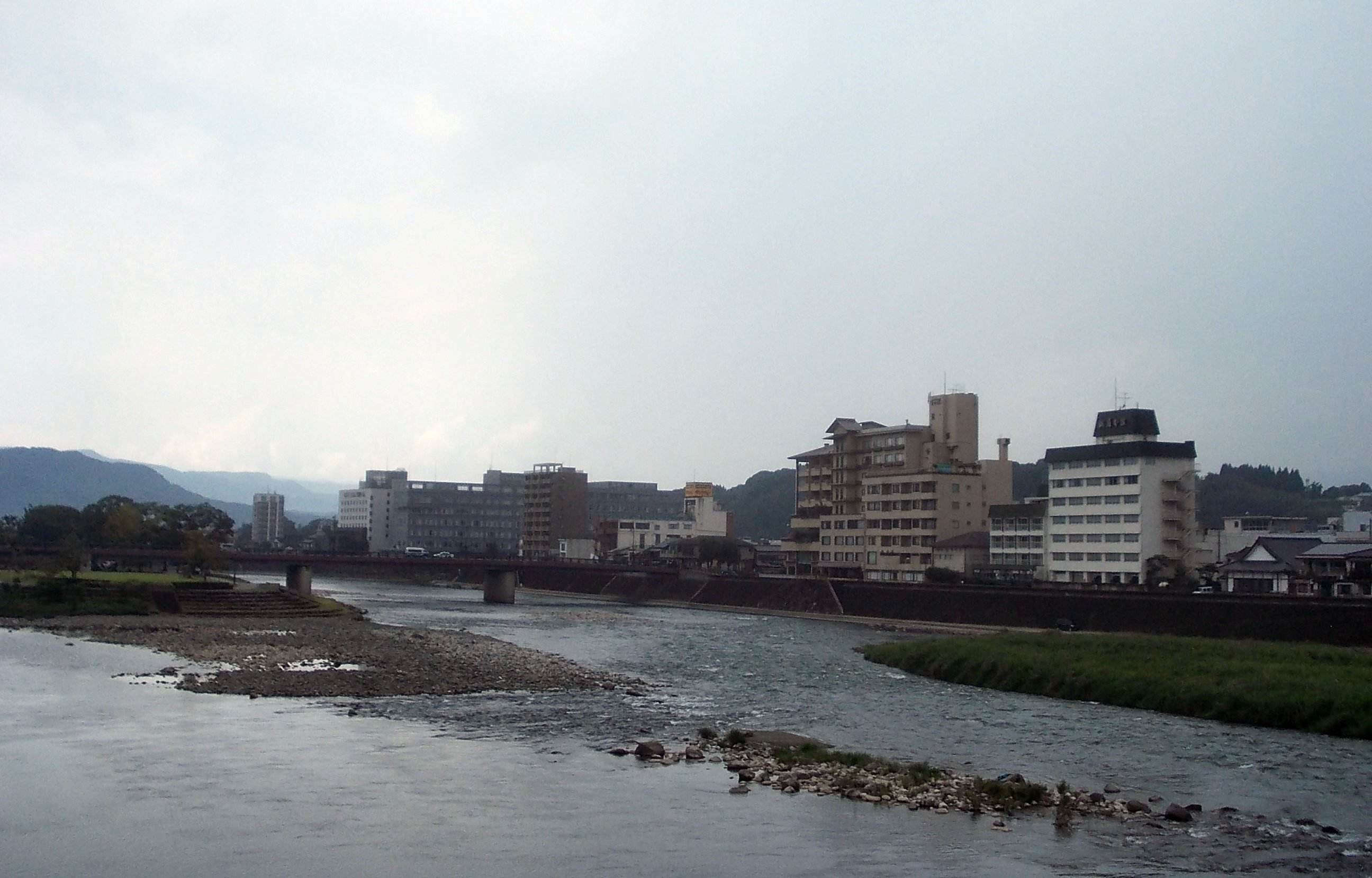 https://upload.wikimedia.org/wikipedia/commons/c/c8/Kuma_River_in_Hitoyoshi.jpg