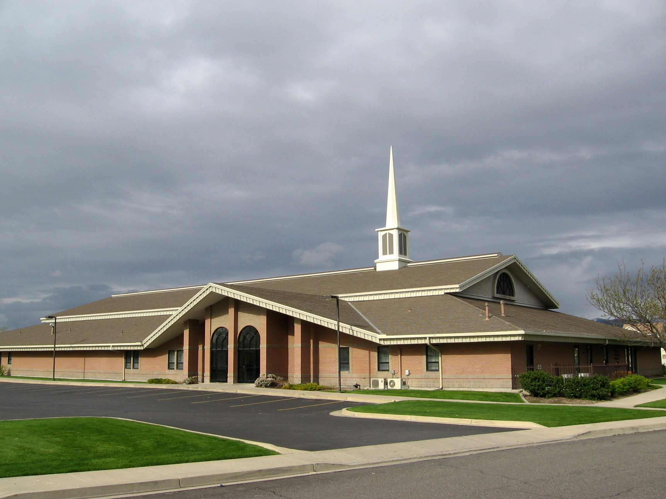 File:LDS stake center in West Valley City, Utah.jpg ...