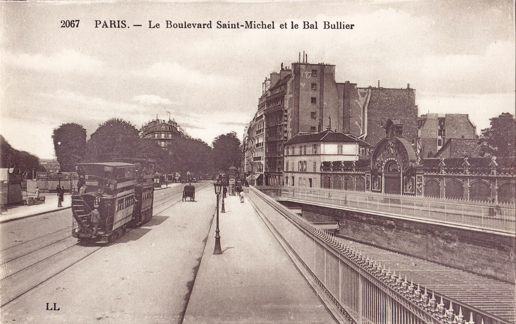 File:LL 2067 - PARIS - Le Boulevard Saint-Michel et le Bal Bullier