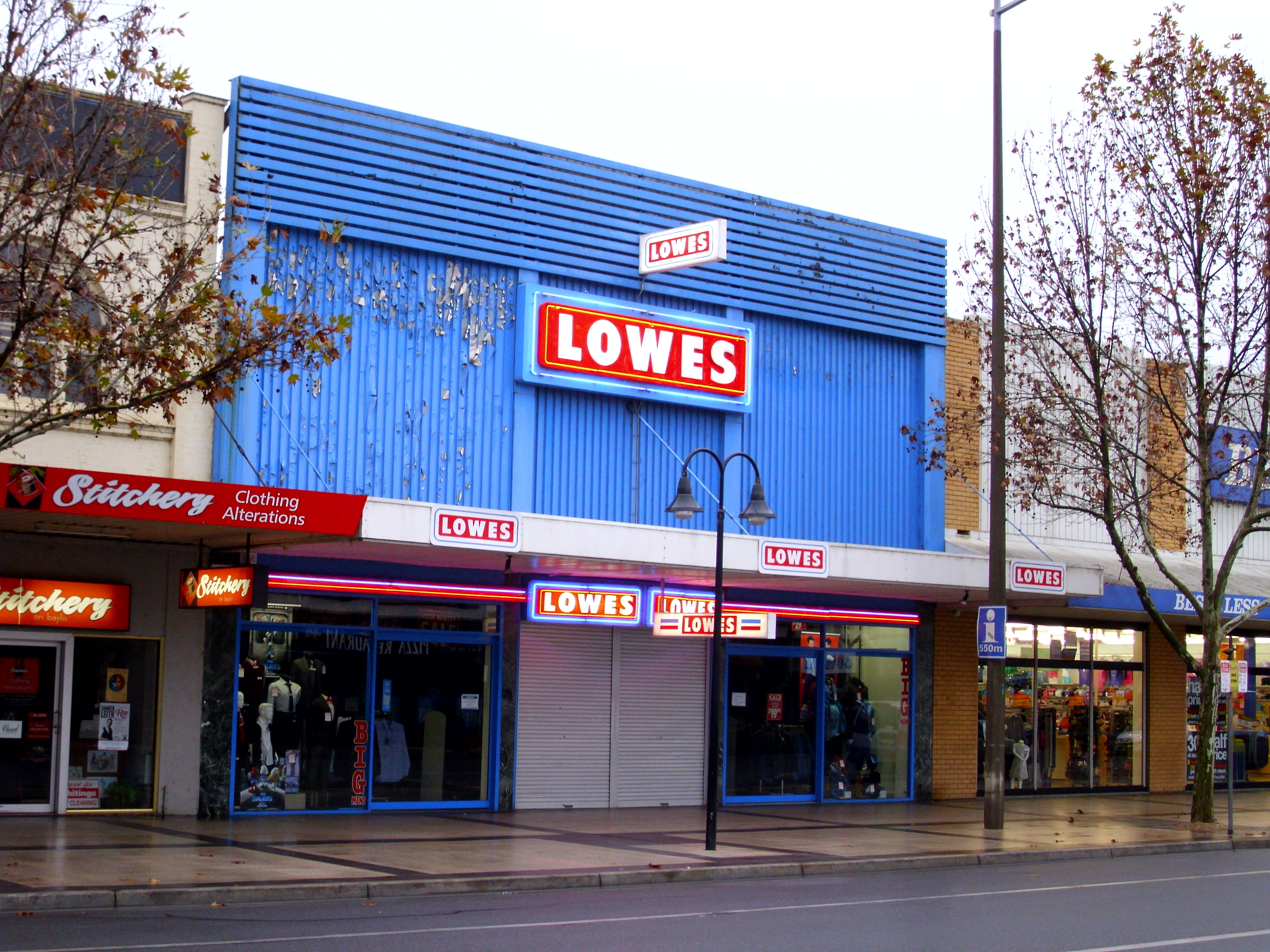 file lowes menswear store in wagga wikimedia commons. Black Bedroom Furniture Sets. Home Design Ideas