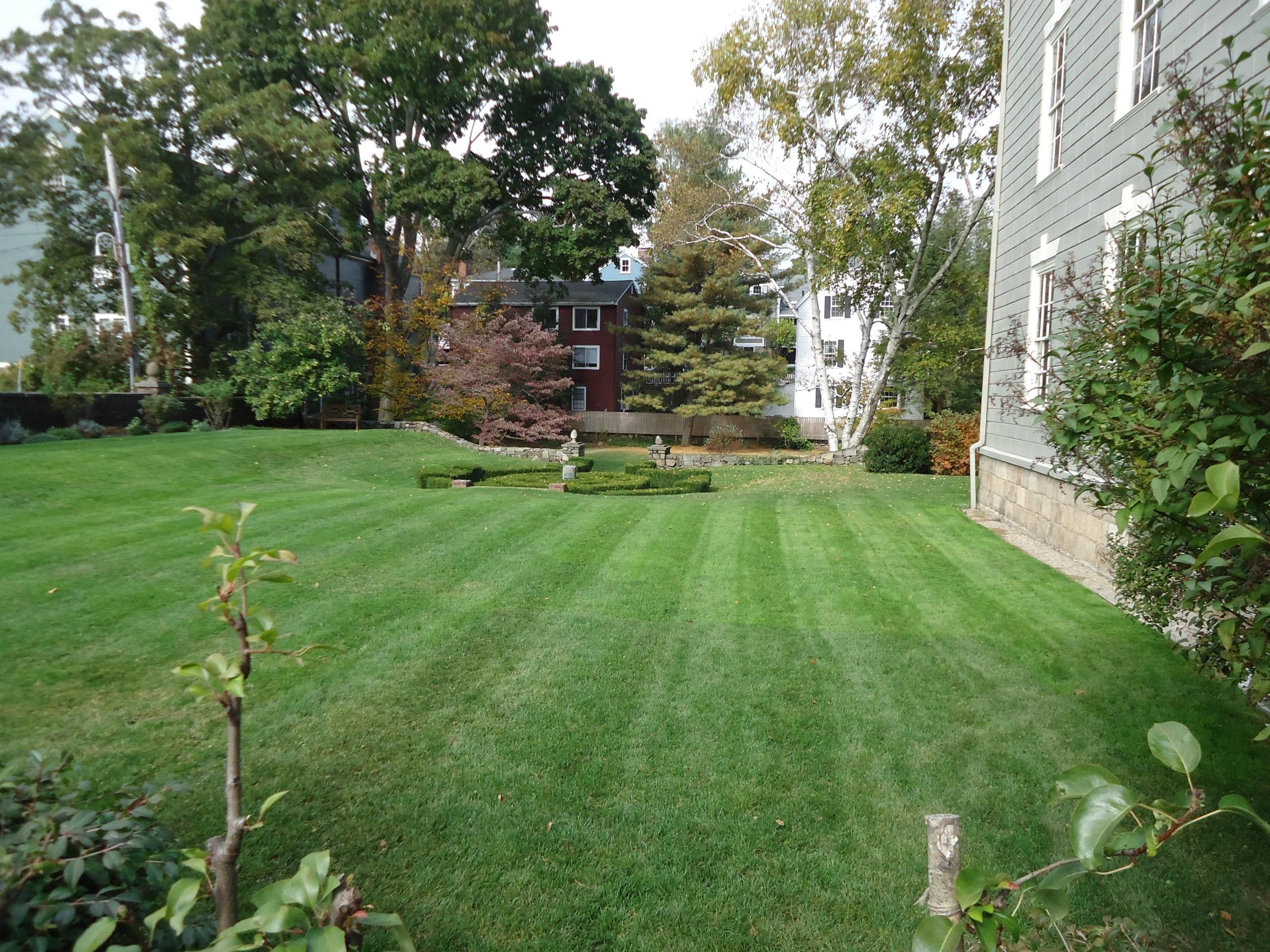 File:Marblehead Massachusetts Garden Behind Historical Society Building.JPG