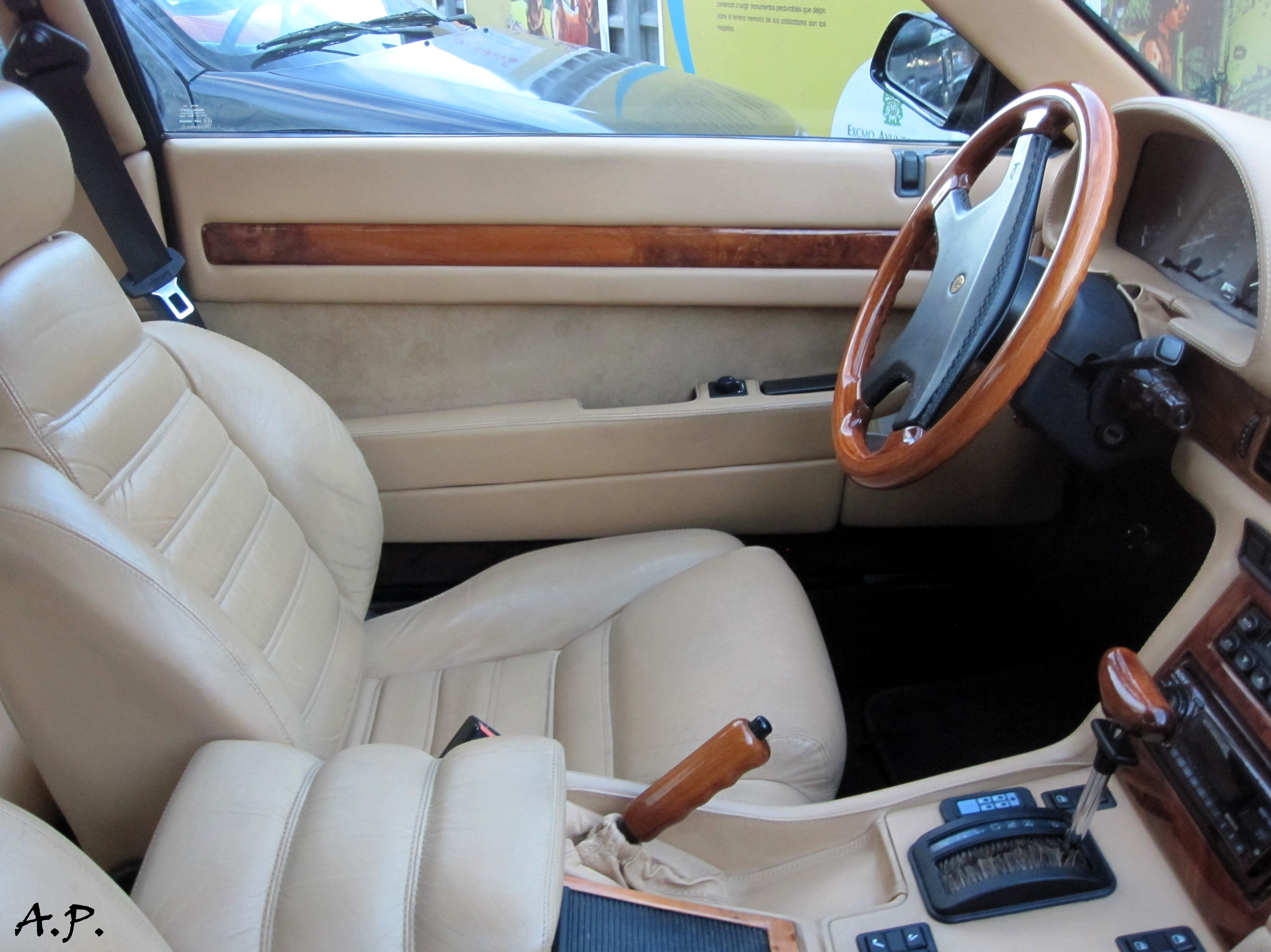 Datei:Maserati Ghibli Interior (4999973010).jpg – Wikipedia