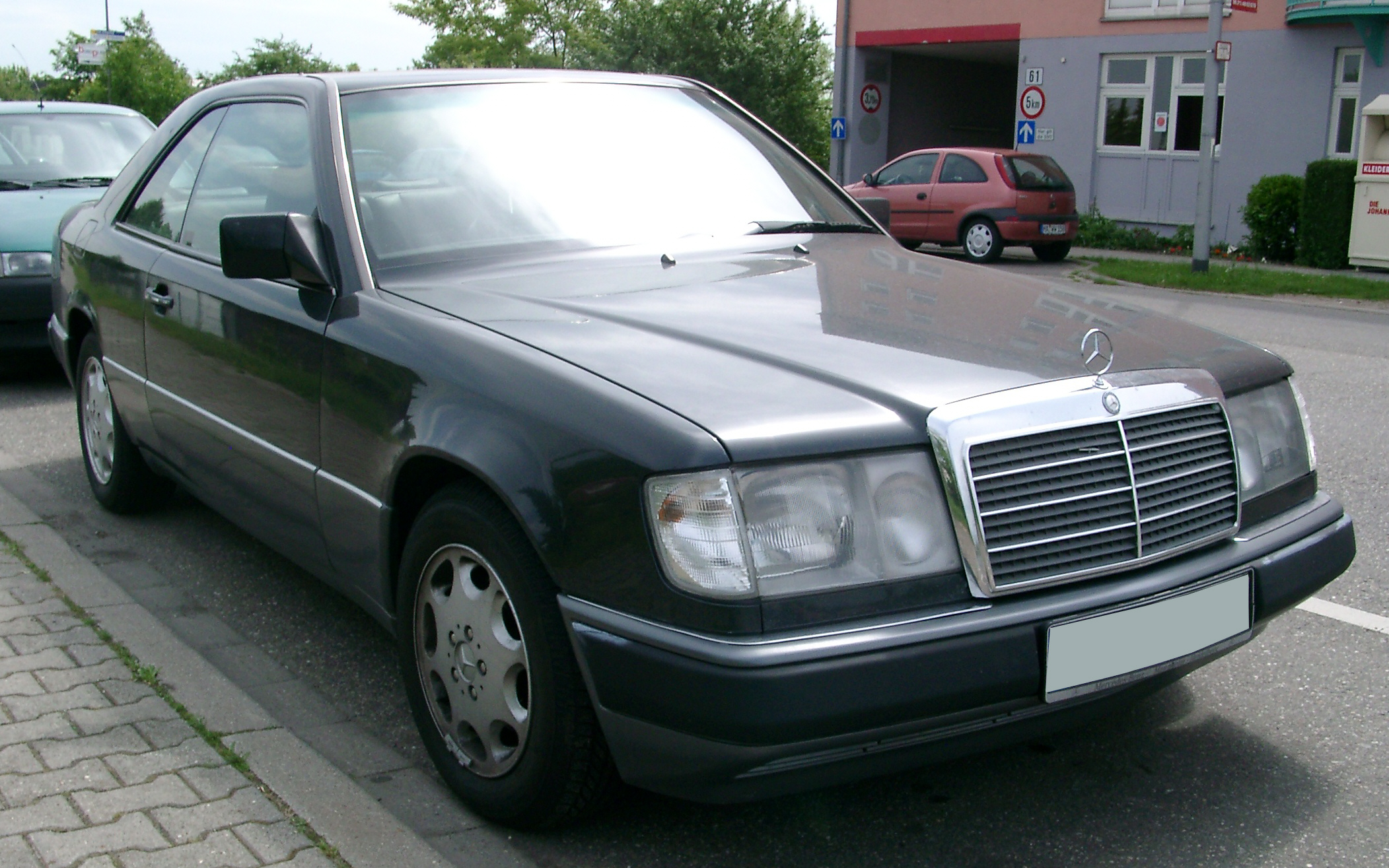 file mercedes w124 coupe front wikimedia commons. Black Bedroom Furniture Sets. Home Design Ideas