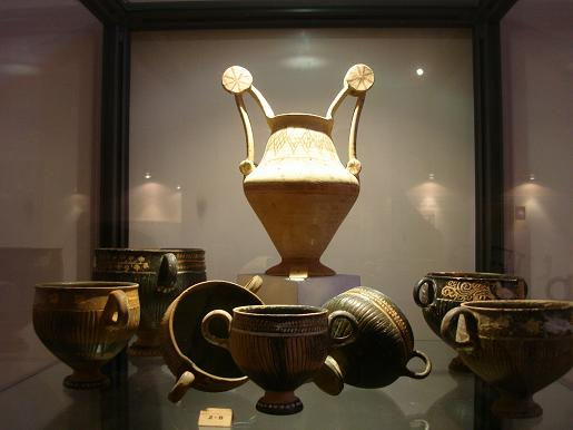 File:Messapian pottery.JPG