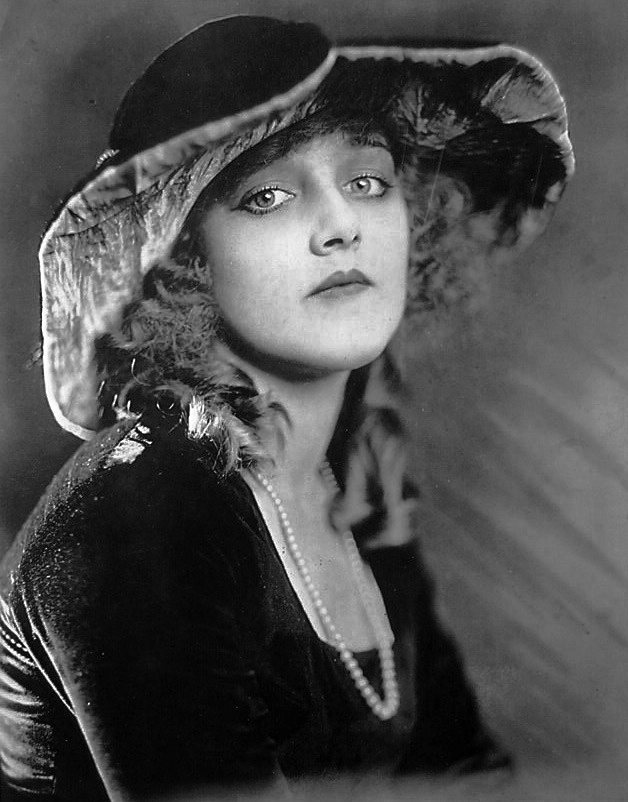 File:Mildred Davis Photoplay 1918.png