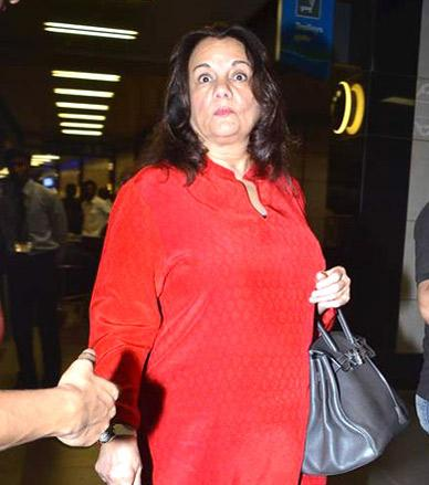 File Mumtaz At Airport1 Jpg Wikimedia Commons