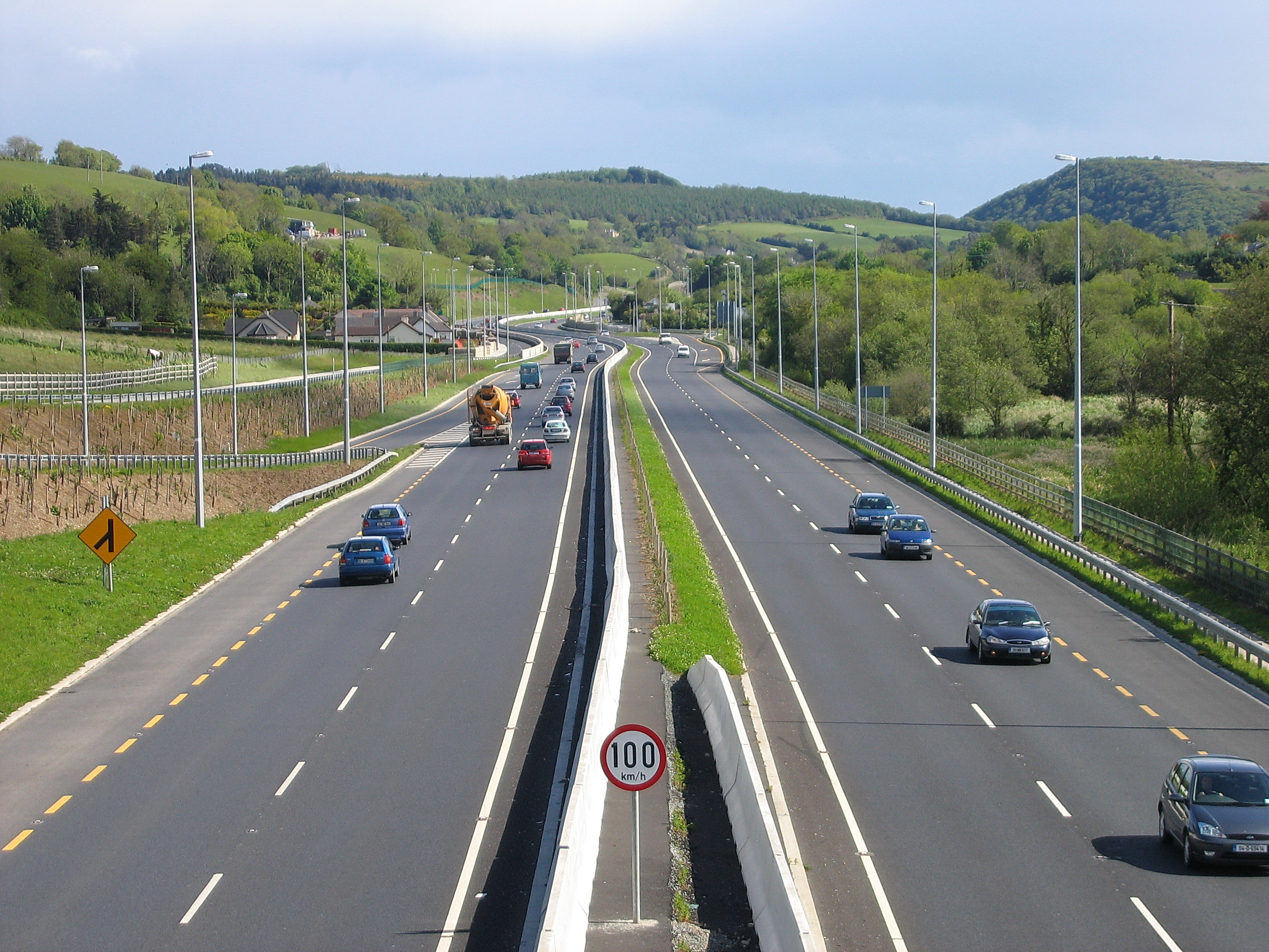 Description N11 dual-carriageway median barrier jpgHighway Median