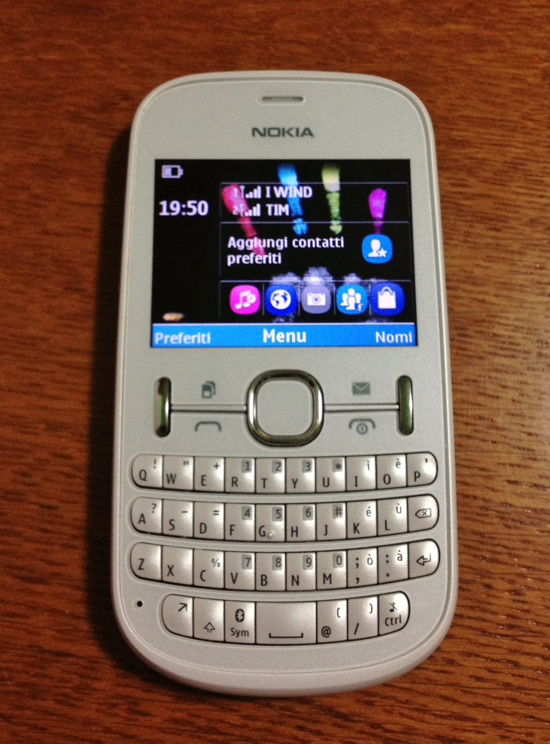 Oct 26, 2011. The nokia asha 200 is a dual sim candybar messaging phone with a full qwerty keyboard, 2. 4-inch color display, bluetooth, 2-megapixel.