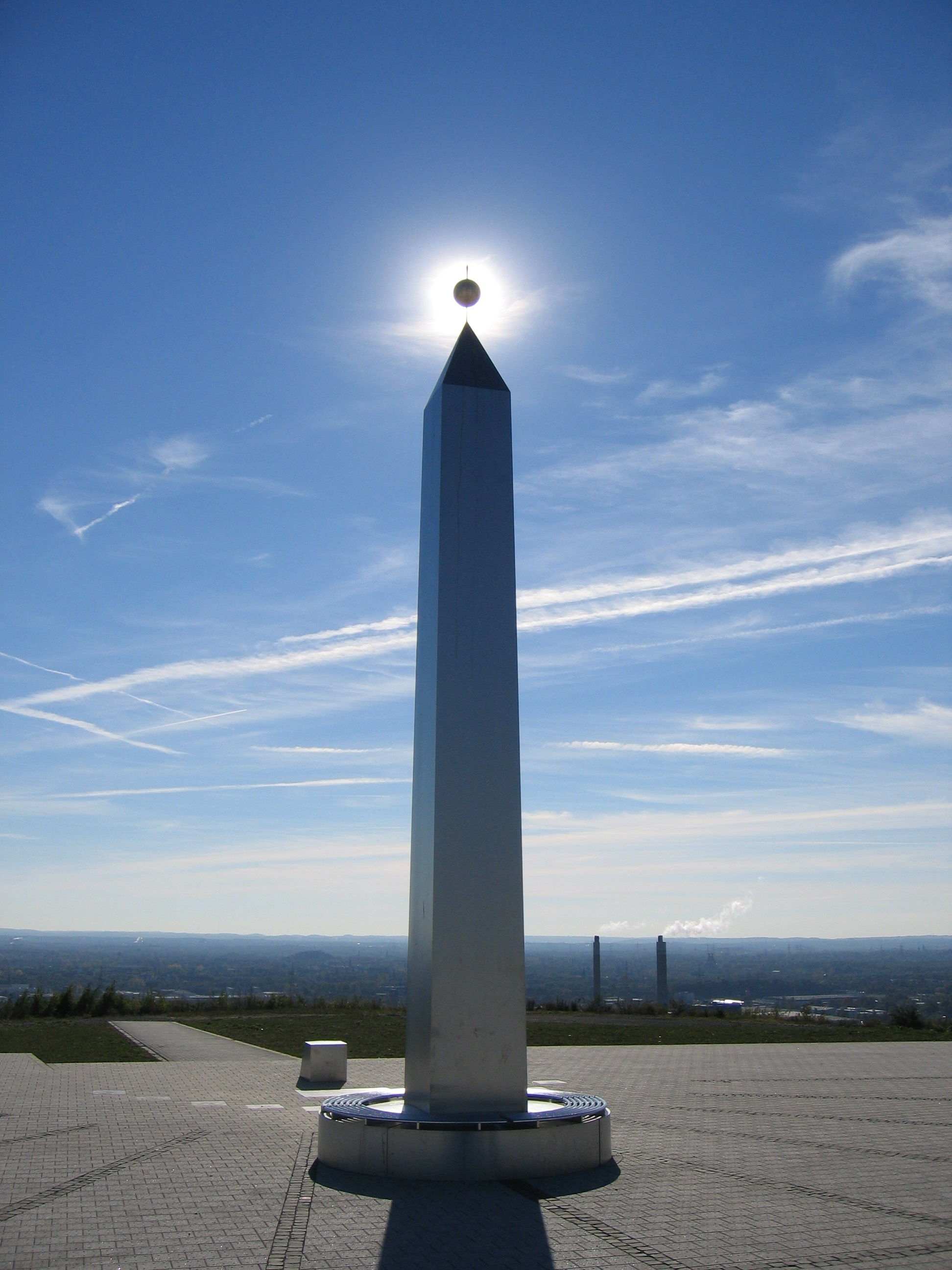 http://upload.wikimedia.org/wikipedia/commons/c/c8/Obelisk_hoheward.jpg