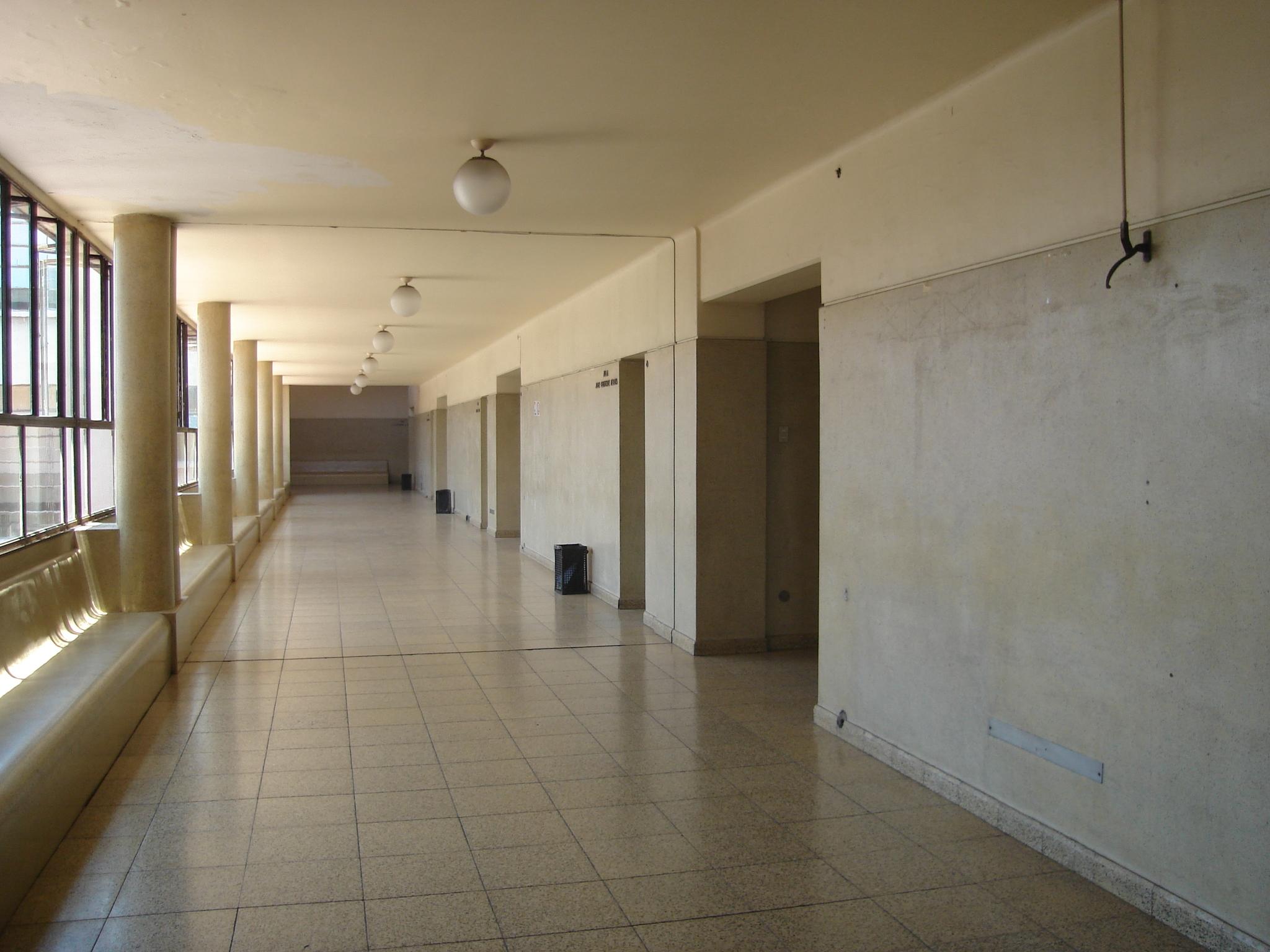 File pasillo derecho uch jpg wikimedia commons - Como pintar el pasillo ...