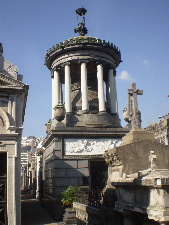 Cementerio Recoleta : historias y leyendas