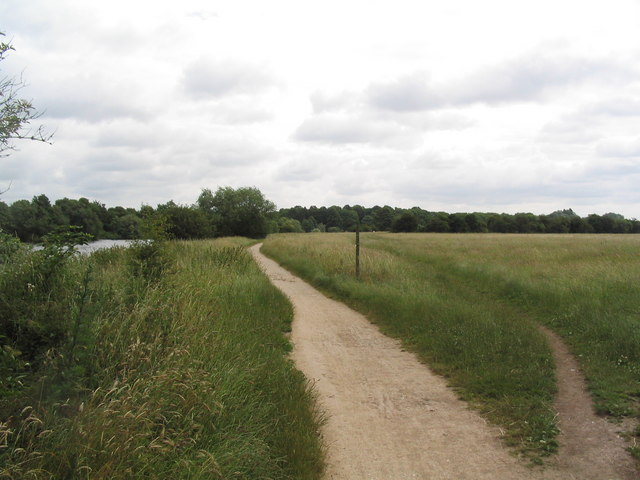 The Trent Valley Way alongside Trent Fields - geograph.org.uk - 866511