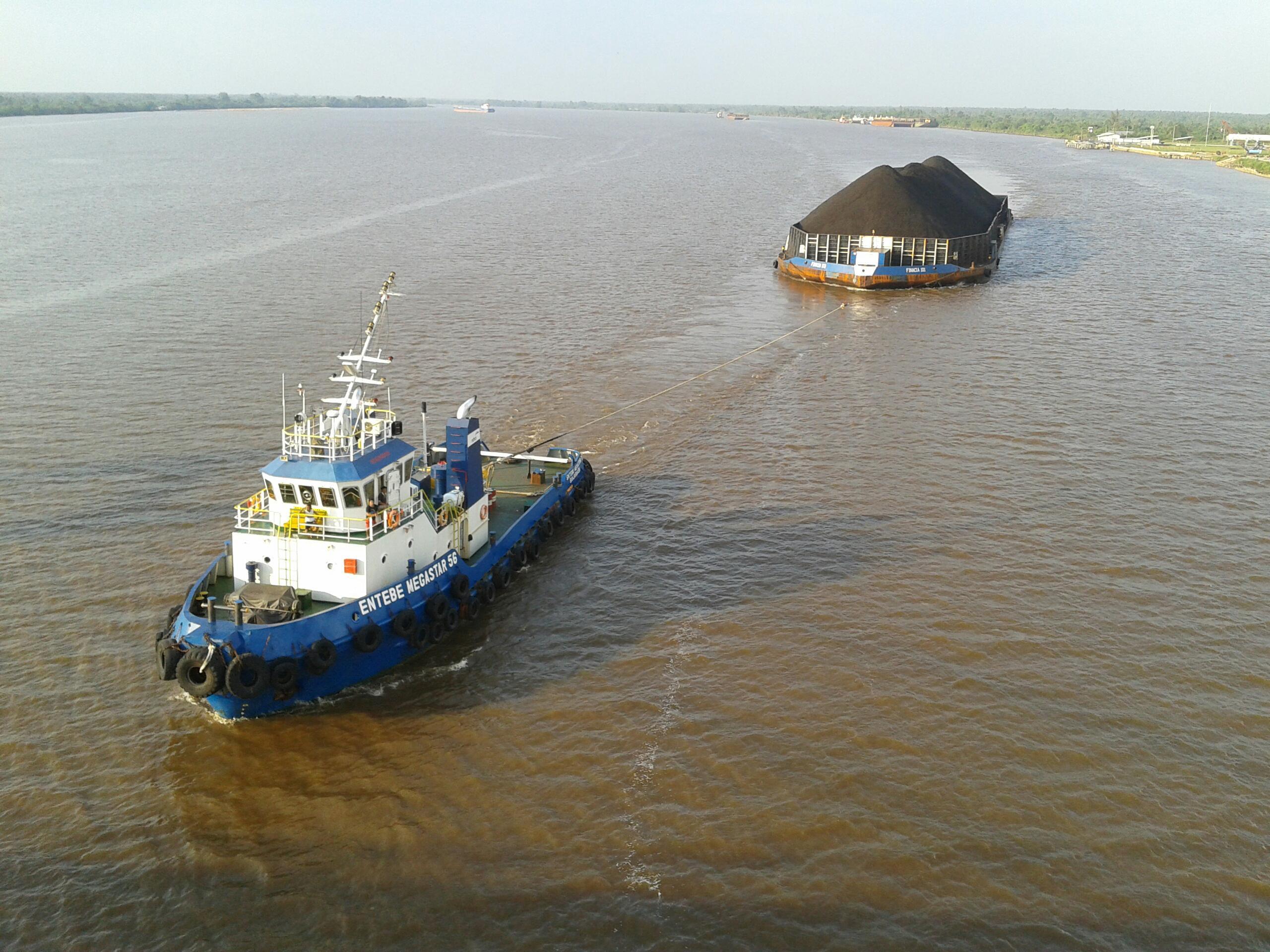 File:Tug boat dan tongkang batubara (2).jpg - Wikimedia