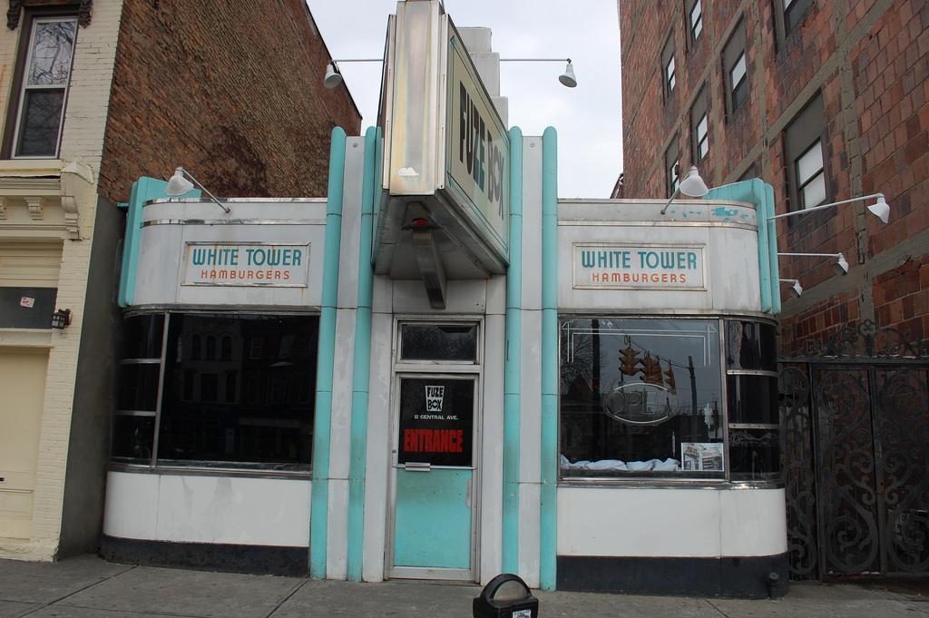 Restaurants Near Tower Hill