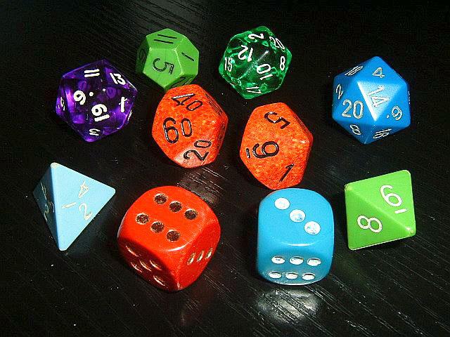 Verschiedene Spielwürfel (Foto)