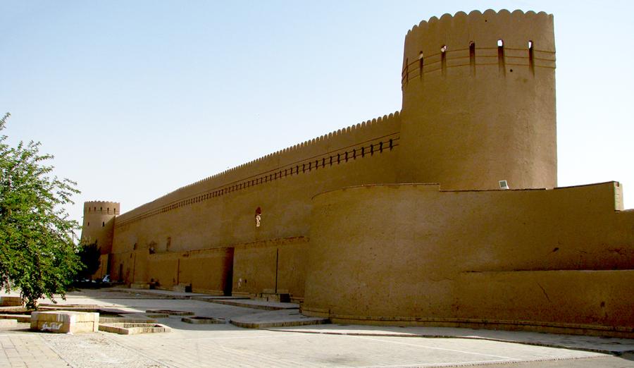 برج و باروی قدیم شهر
